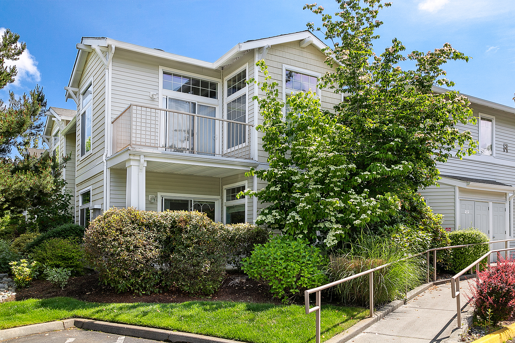 Condominiums por un Venta en Immaculate Snohomish Condo 14007 69th Dr SE, #R1, Snohomish, Washington 98296 Estados Unidos