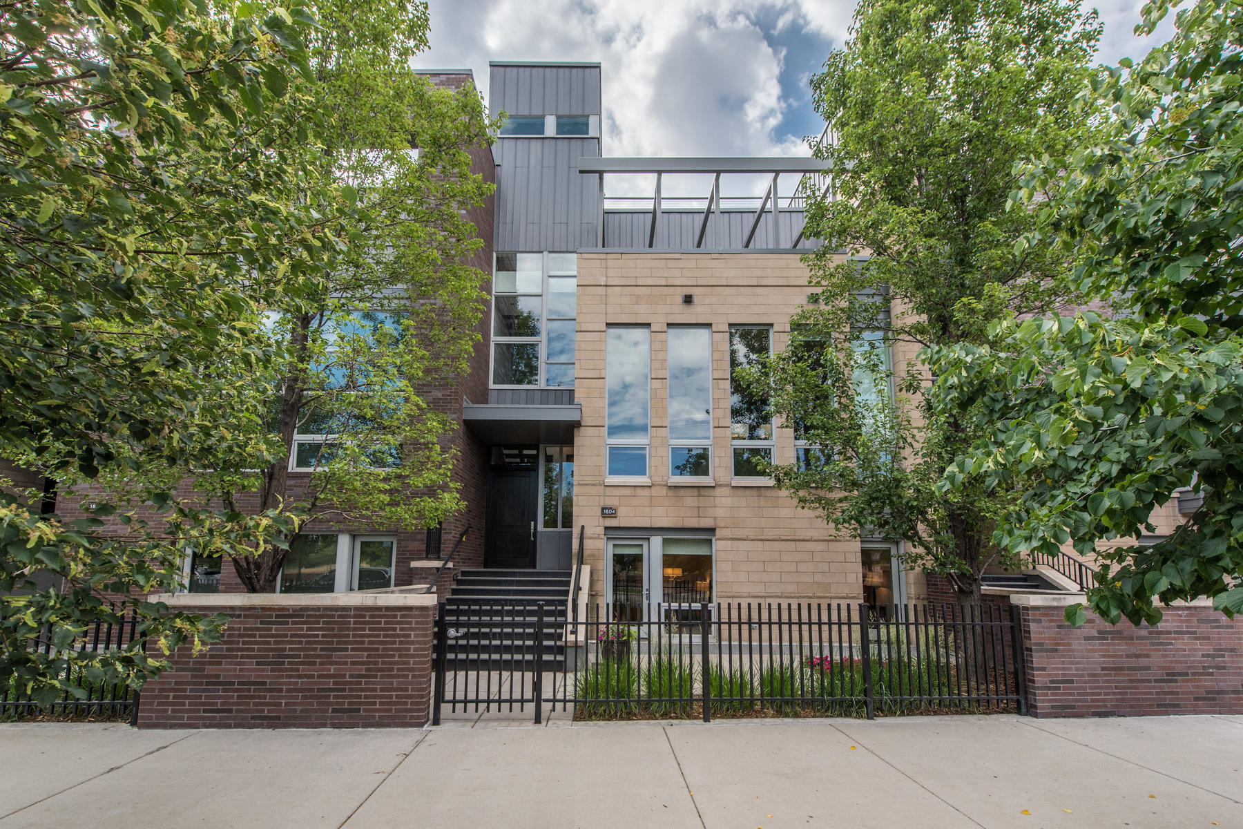 واحد منزل الأسرة للـ Sale في Stunning Brownstone in Riverfront 1804 Little Raven St, Denver, Colorado, 80202 United States