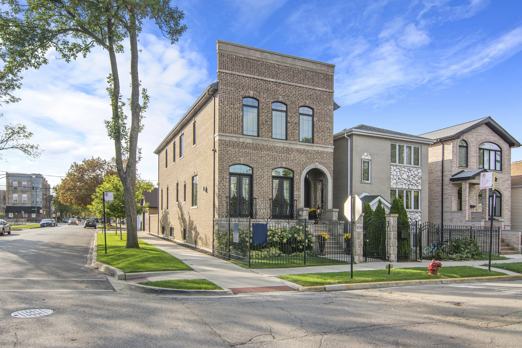 Single Family Home for Sale at Gorgeous Bridgeport Home 3758 S Parnell Avenue, Bridgeport, Chicago, Illinois, 60609 United States