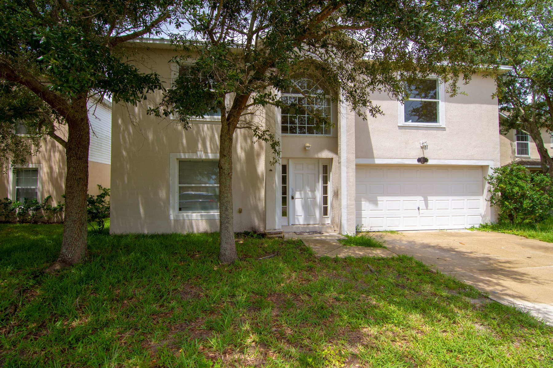 Single Family Homes for Active at Well Maintained Lakefront Home 2120 Canopy Drive Melbourne, Florida 32935 United States