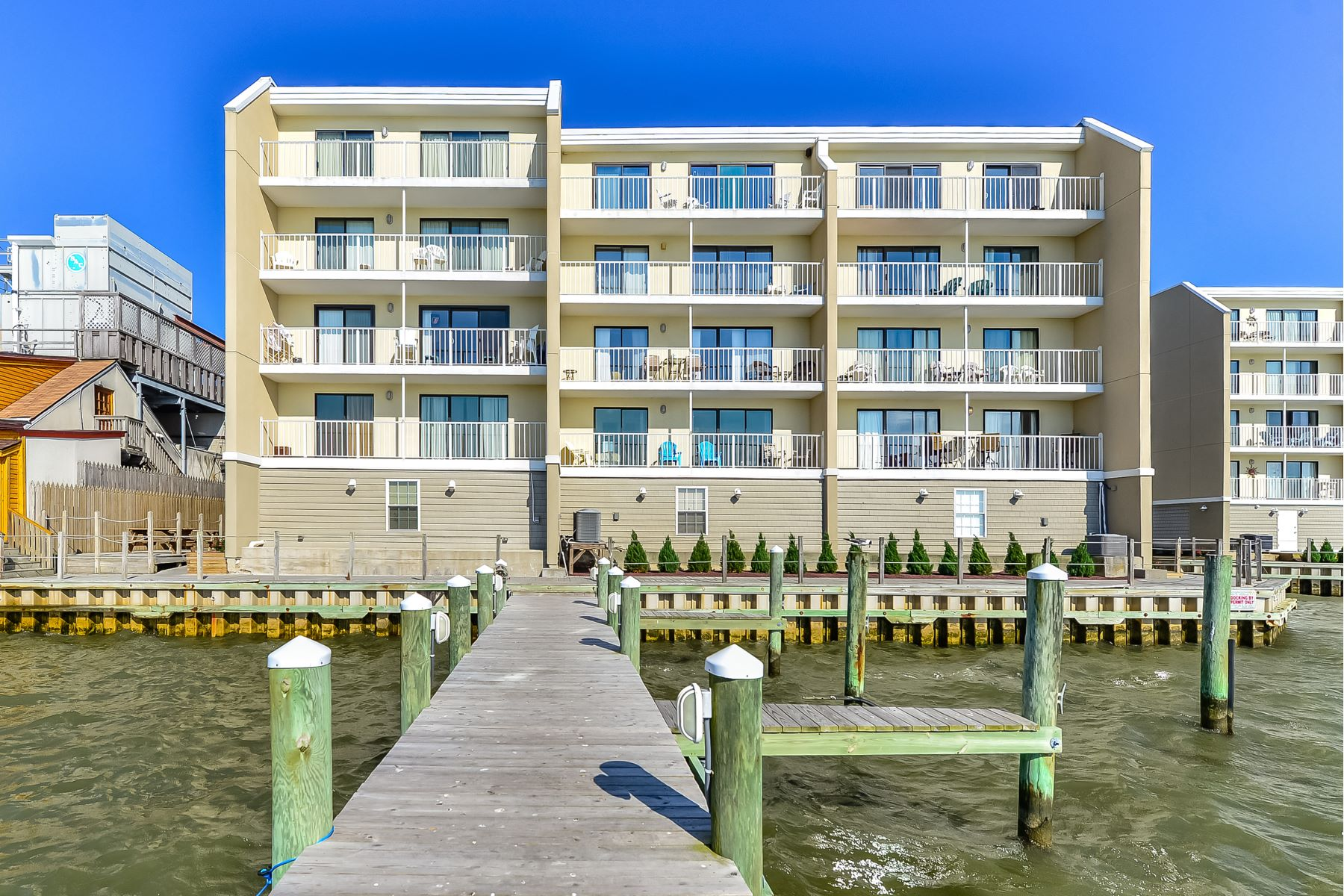 Condominiums por un Venta en Wight Bay 4711 Coastal Hwy 440 Ocean City, Maryland 21842 Estados Unidos