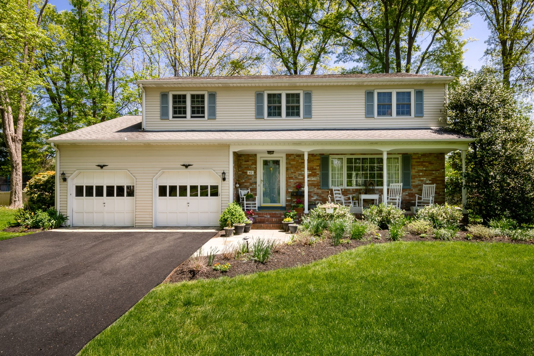 Single Family Home for Sale at So Much to Offer 42 Lopatcong Drive, Ewing, New Jersey 08638 United StatesMunicipality: Ewing Township