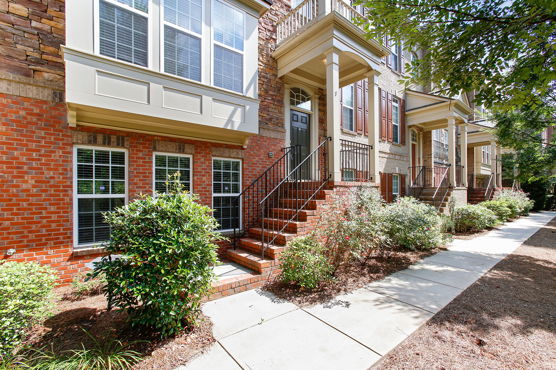 townhouses のために 売買 アット Handsome Brick Town Home In Sought After Brownstones At Decatur 9 High Gate Trl, Decatur, ジョージア 30330 アメリカ