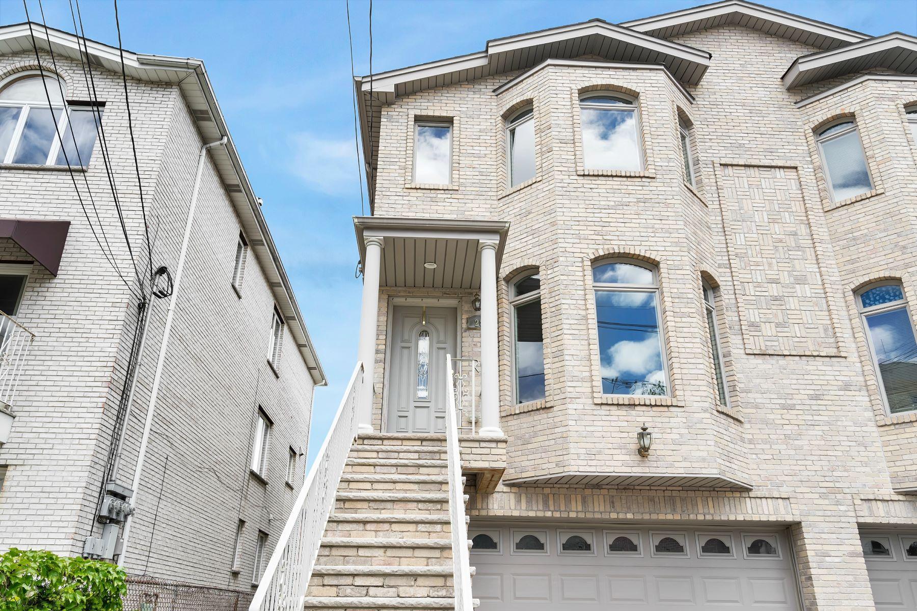 Maison accolée pour l Vente à 287 Knox Avenue Cliffside Park, New Jersey 07010 États-Unis