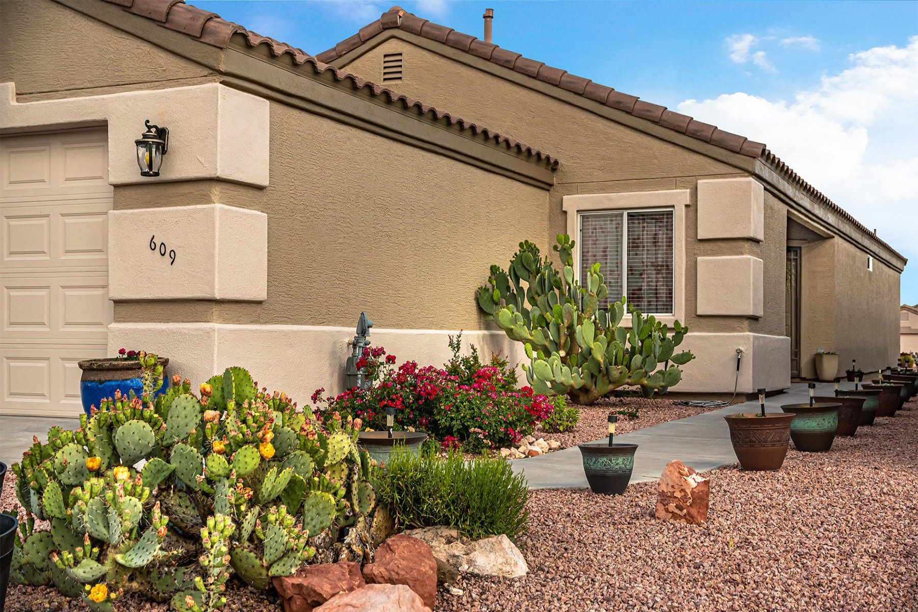 Single Family Homes for Sale at Single Level Family Home 609 S Amante Drive Cornville, Arizona 86325 United States