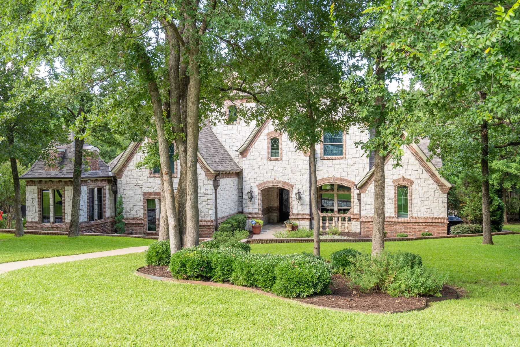 Single Family Homes for Sale at Stunning Home with No Expense Spared 841 Simmons Court Southlake, Texas 76092 United States
