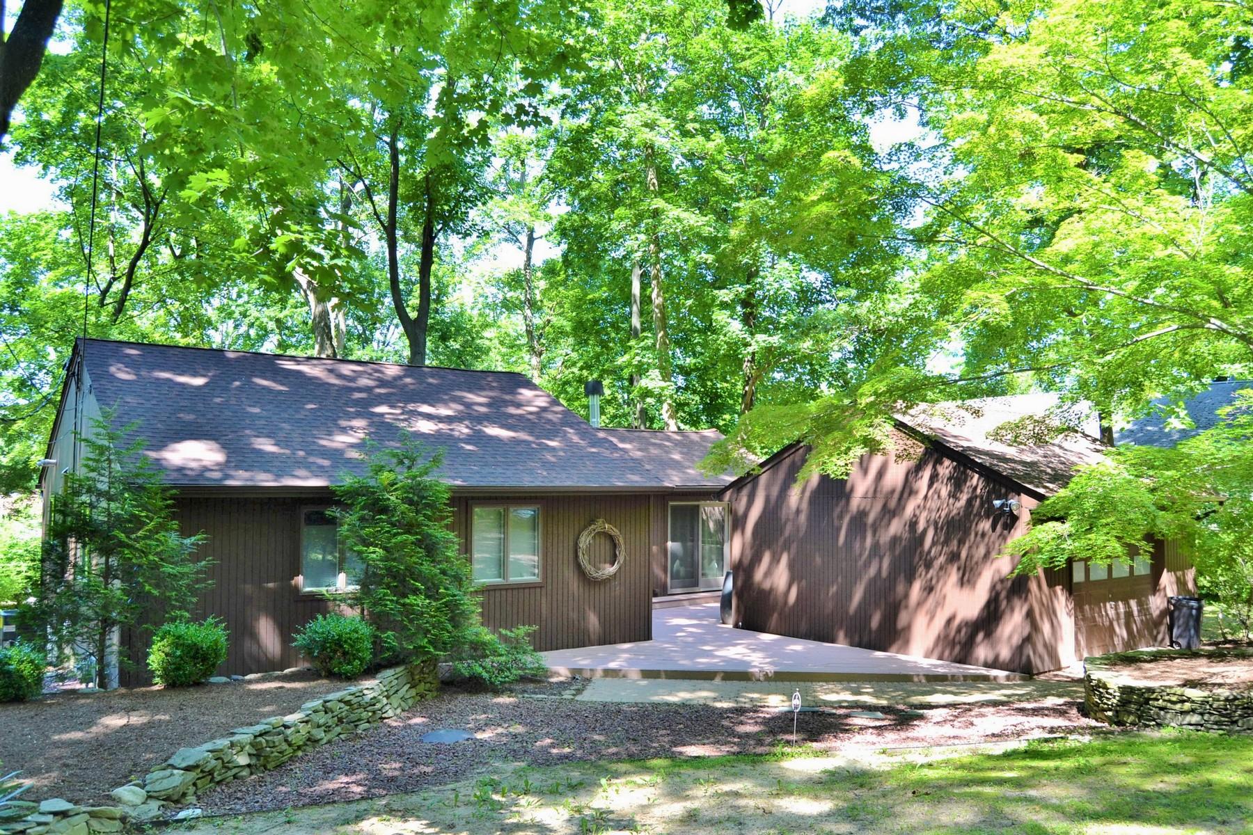 Maison unifamiliale pour l Vente à Renovated Contemporary Ranch 257 Hillside Ave., Atlantic Highlands, New Jersey 07716 États-Unis