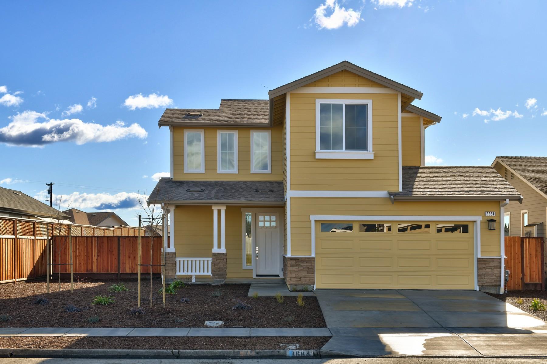 Single Family Homes para Venda às Coffey Park 3684 Hemlock Street, Santa Rosa, Califórnia 95403 Estados Unidos