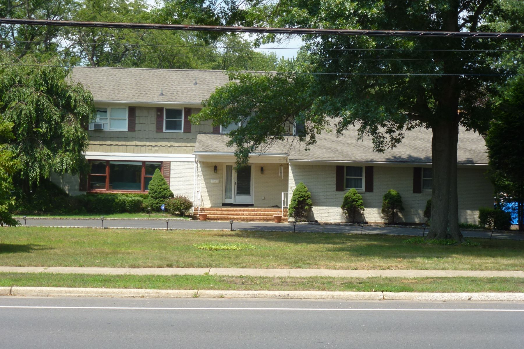 Single Family Home for Sale at 736 W Front Street 736 W Front Street Red Bank, New Jersey 07701 United States