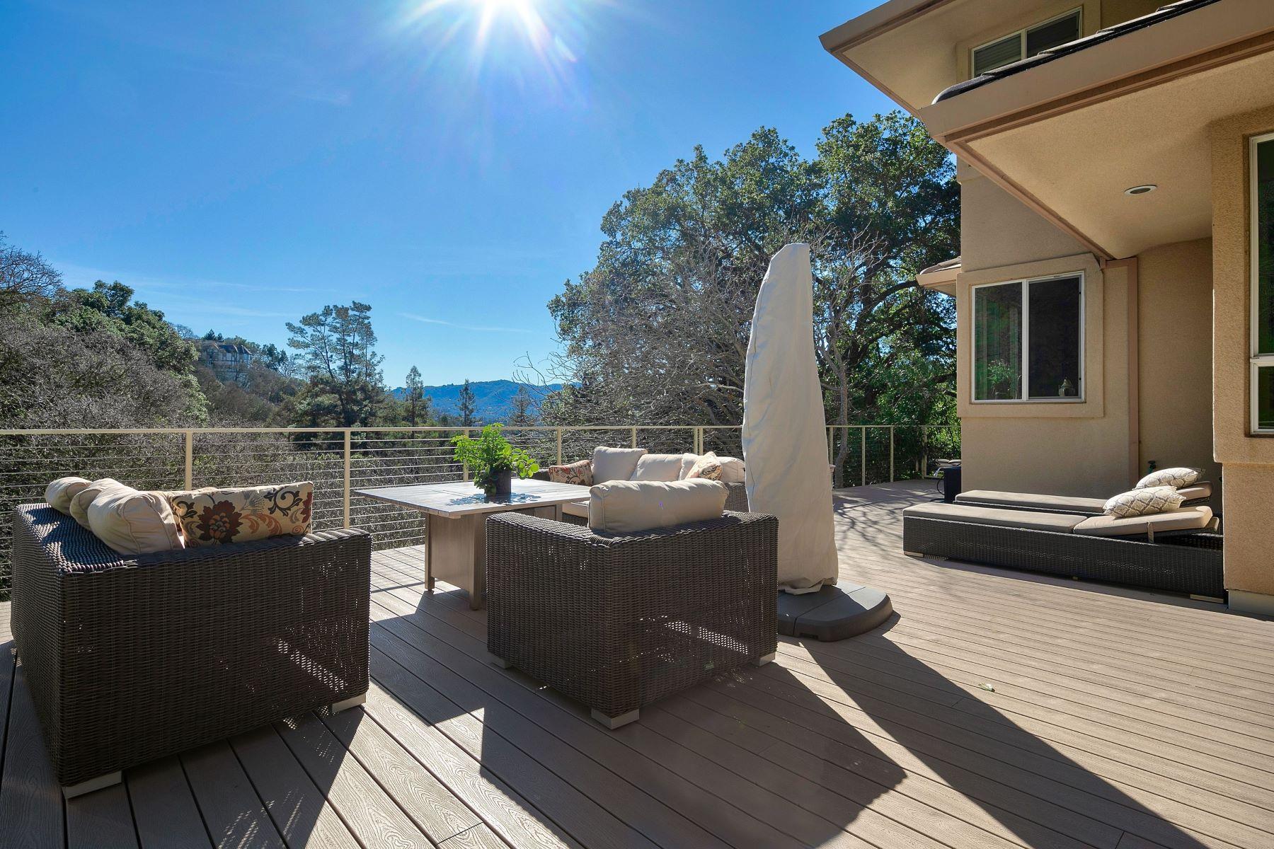 Single Family Homes para Venda às Tranquil Roundhill Property 2572 Rolling Hills Court, Alamo, Califórnia 94507 Estados Unidos