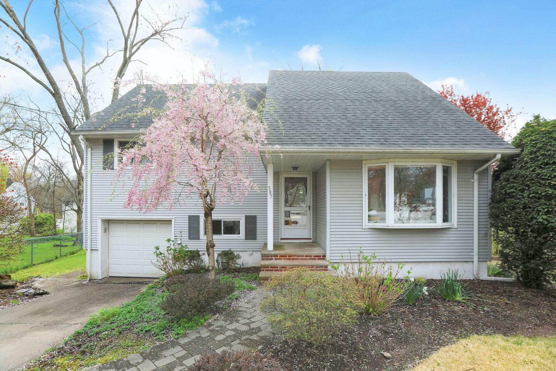 Single Family Homes for Sale at Welcome Home! 587 Gail Ct Teaneck, New Jersey 07666 United States