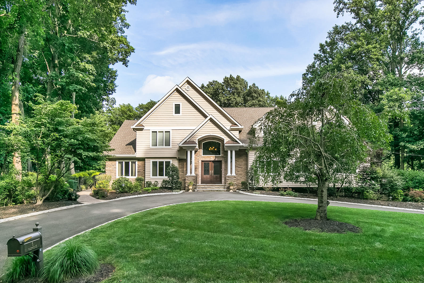 Single Family Homes pour l Vente à Custom Home with Pool 6 Galewood Dr, Holmdel, New Jersey 07733 États-Unis