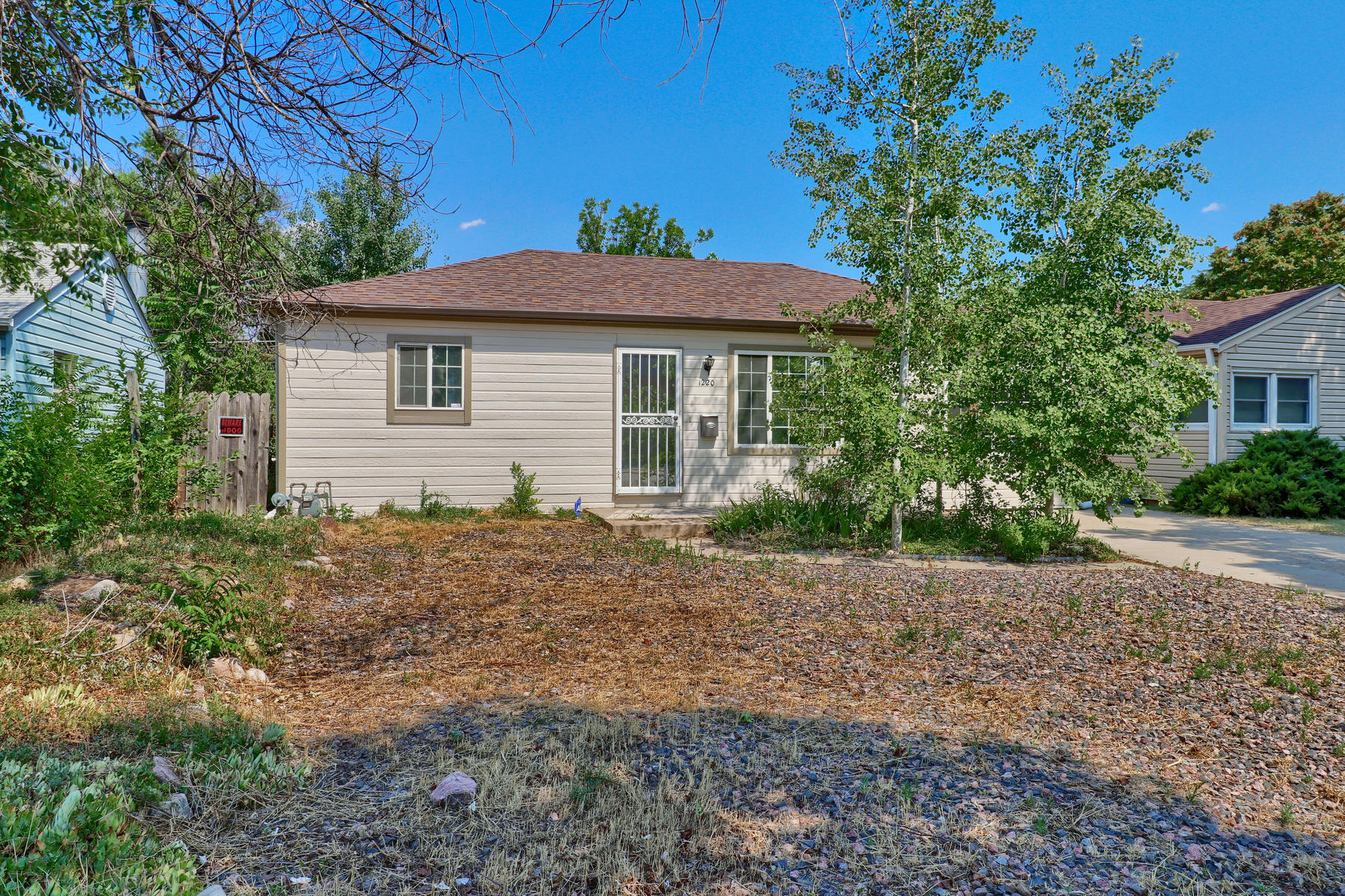 Single Family Home for Active at Clean And Bright Home Offers Three Bedrooms On One-Level Living 1220 Dayton Street Aurora, Colorado 80010 United States