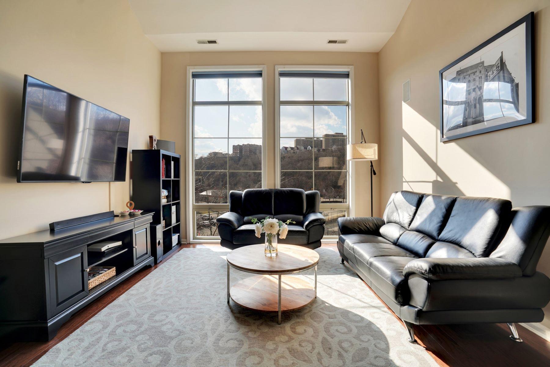 Condominiums 为 销售 在 RARE to market! 24 Avenue at Port Imperial #432, 西纽约, 新泽西州 07093 美国