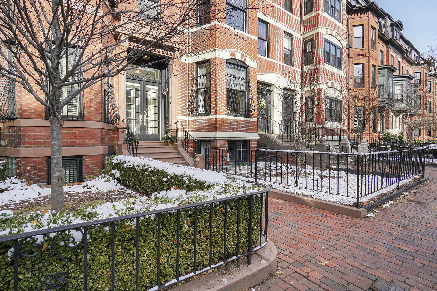 Single Family Homes 为 销售 在 Exquisitely Renovated Back Bay Residence 309 Marlborough St 波士顿, 马萨诸塞州 02116 美国