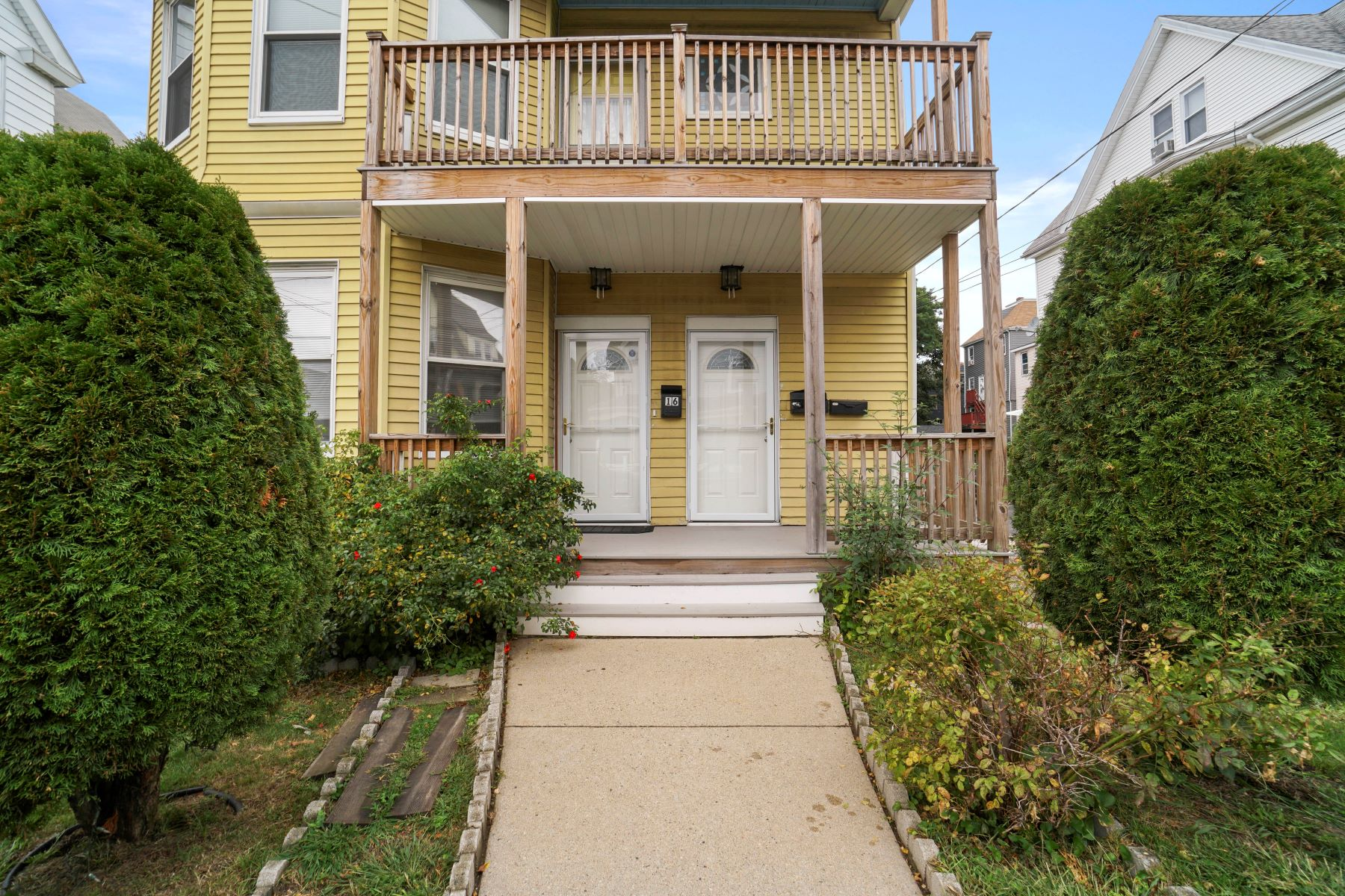 Multi-Family Homes por un Venta en 16 Prospect Street 16 Prospect St Everett, Massachusetts 02149 Estados Unidos
