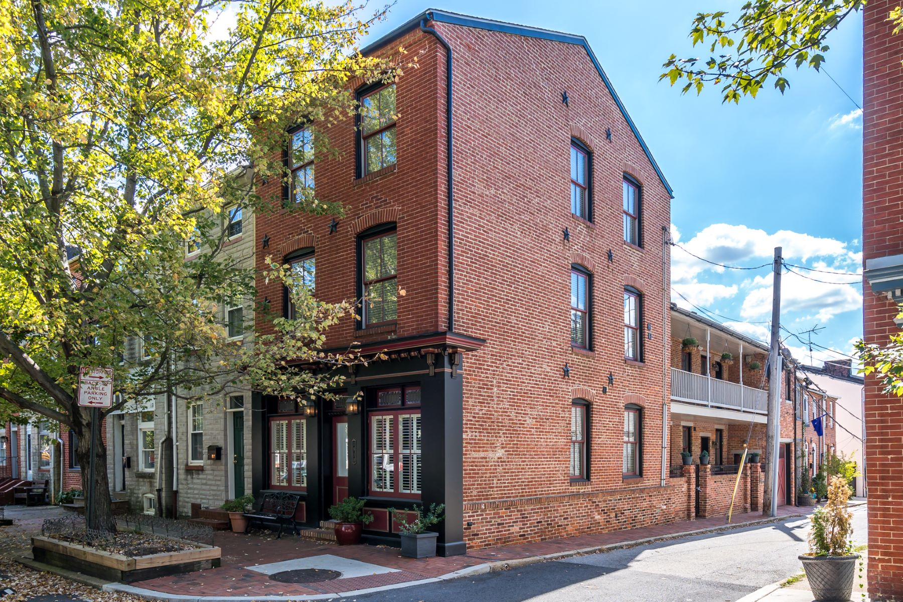 townhouses のために 売買 アット One of a Kind Gem 1919 Bank Street, Baltimore, メリーランド 21231 アメリカ