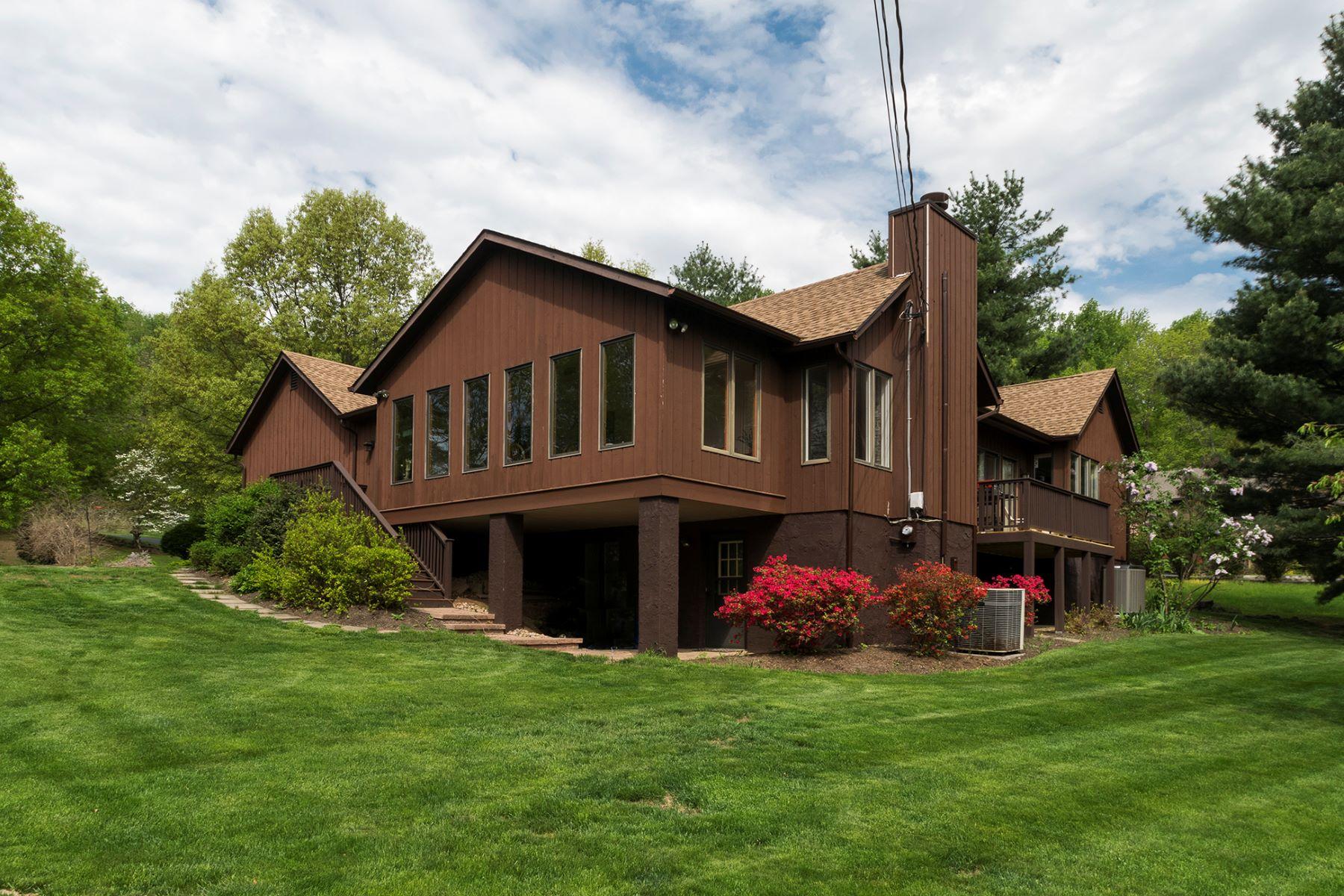 独户住宅 为 销售 在 Great Style In A Great Location 2 Timber Ridge Court, 夫雷明顿, 新泽西州 08822 美国在/周边: Raritan Township