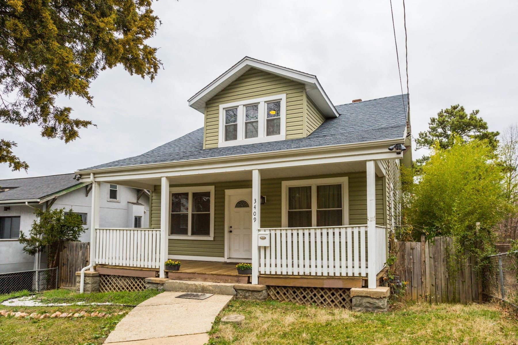 独户住宅 为 销售 在 3409 Eastern Avenue, Mount Rainier Mount Rainier, 马里兰州, 20712 美国