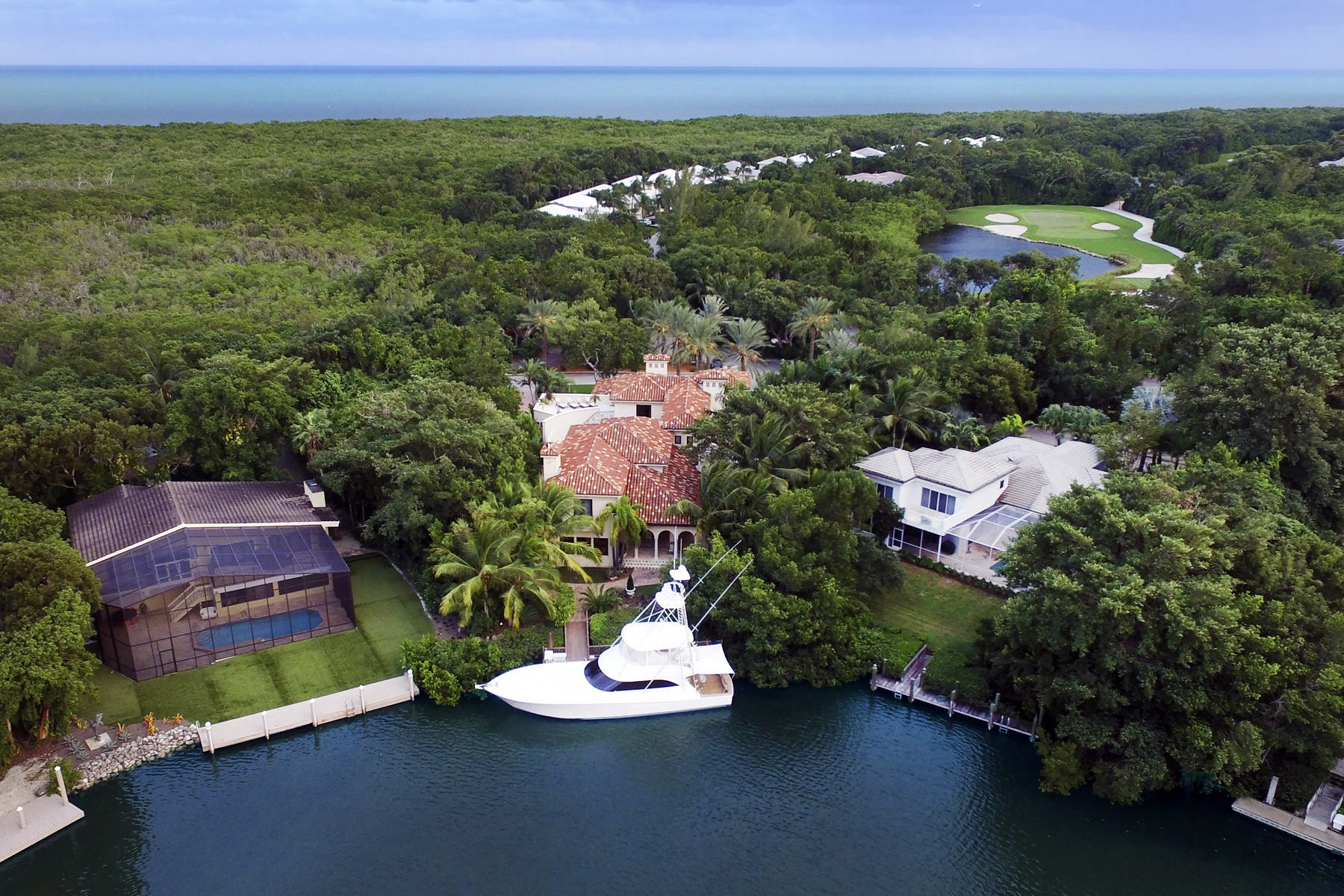 Additional photo for property listing at Expansive Waterfront Home at Ocean Reef 21 South Bridge Lane Key Largo, 플로리다 33037 미국