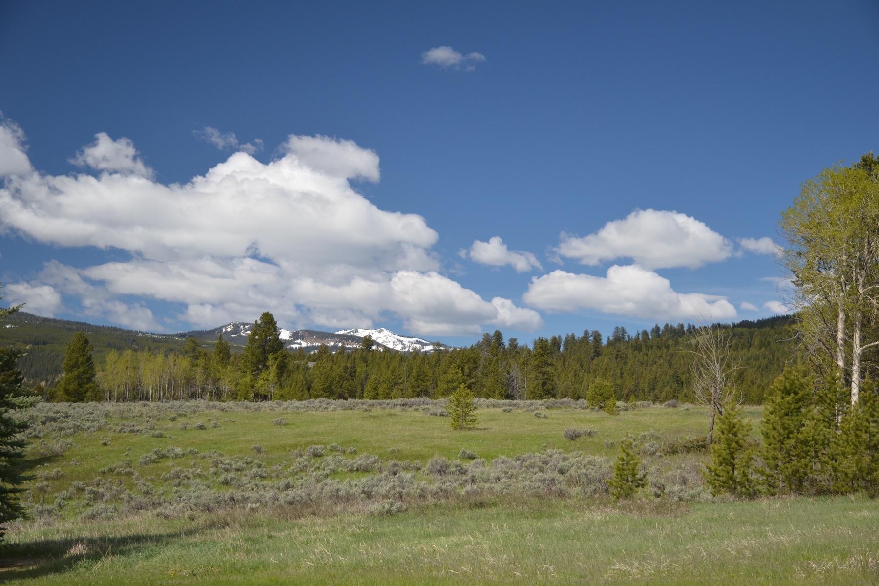 土地 為 出售 在 Ousel Falls Estates Crown Butte, Lot 2 Big Sky, 蒙大拿州, 59716 美國