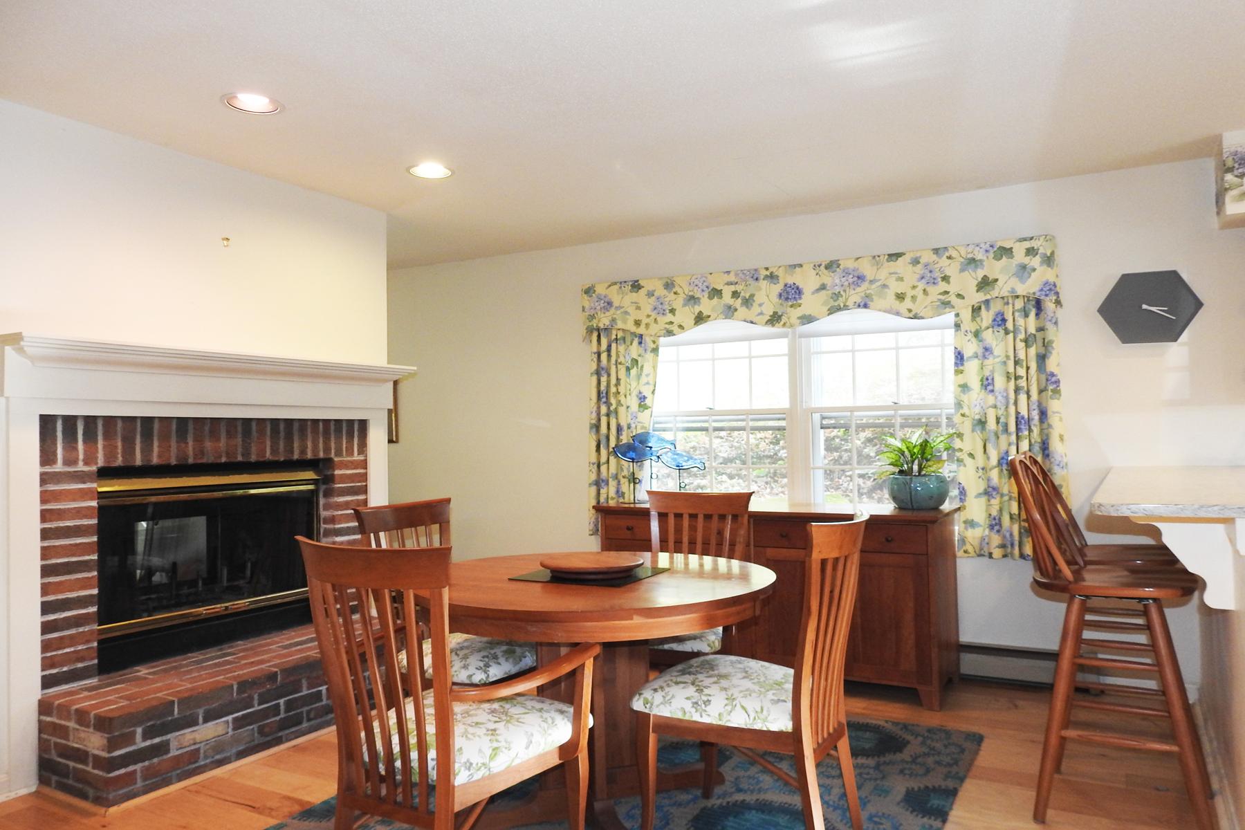 condominiums for Sale at Country Grove Condo 300 Grove Unit 21 St Rutland, Vermont 05701 United States