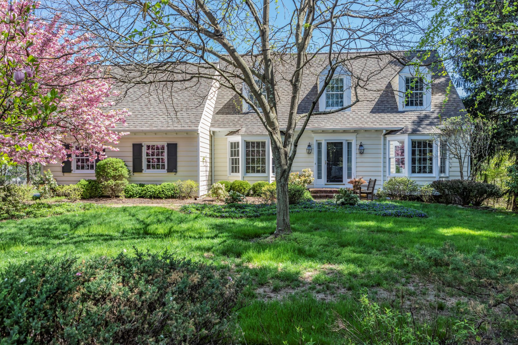 Single Family Homes for Sale at Tucked On A Beloved Cul-de-sac 9 Chadwell Court Pennington, New Jersey 08534 United States