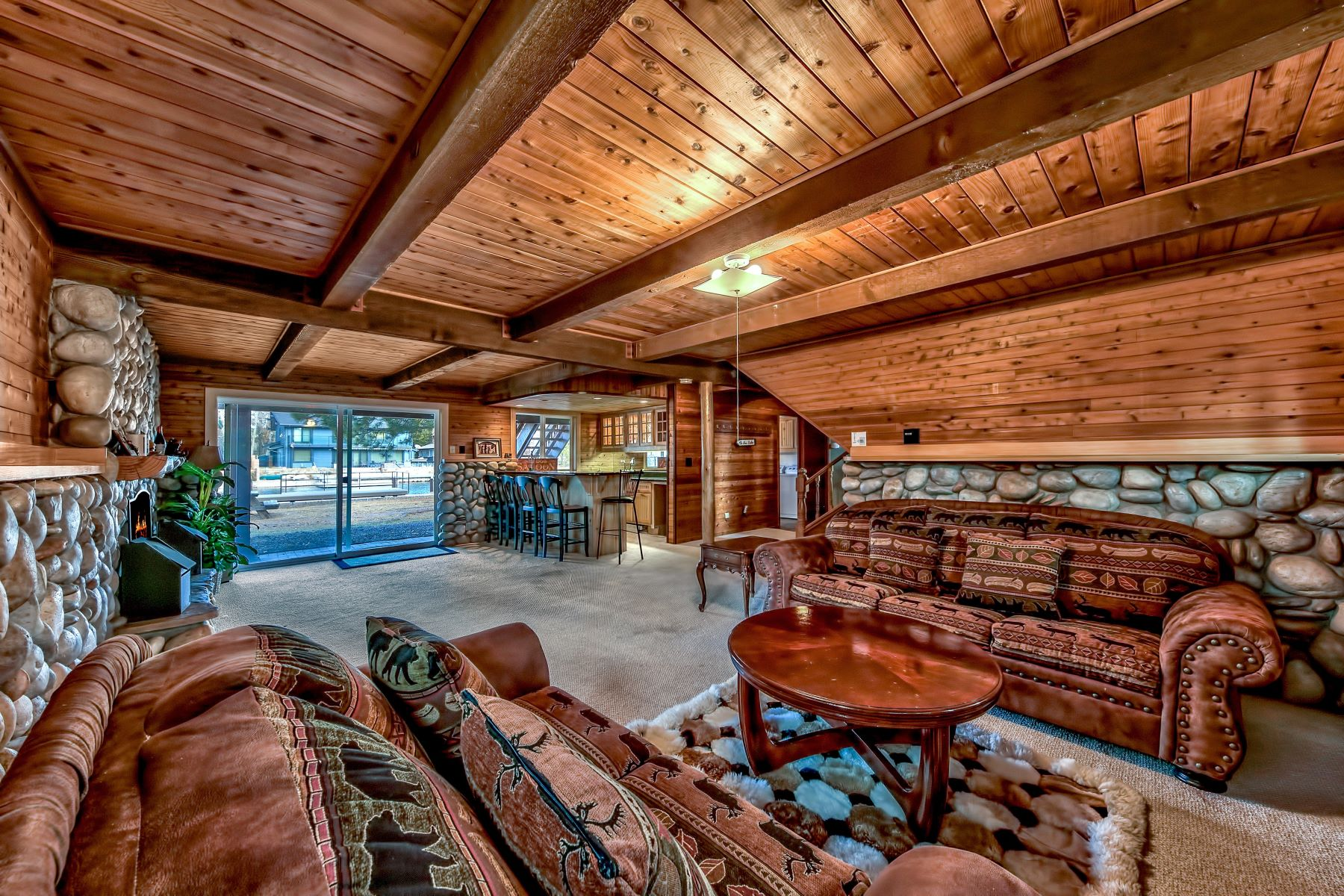 Additional photo for property listing at 2135 Monterey Drive, South Lake Tahoe, CA 96150 2135 Monterey Drive South Lake Tahoe, California 96150 United States