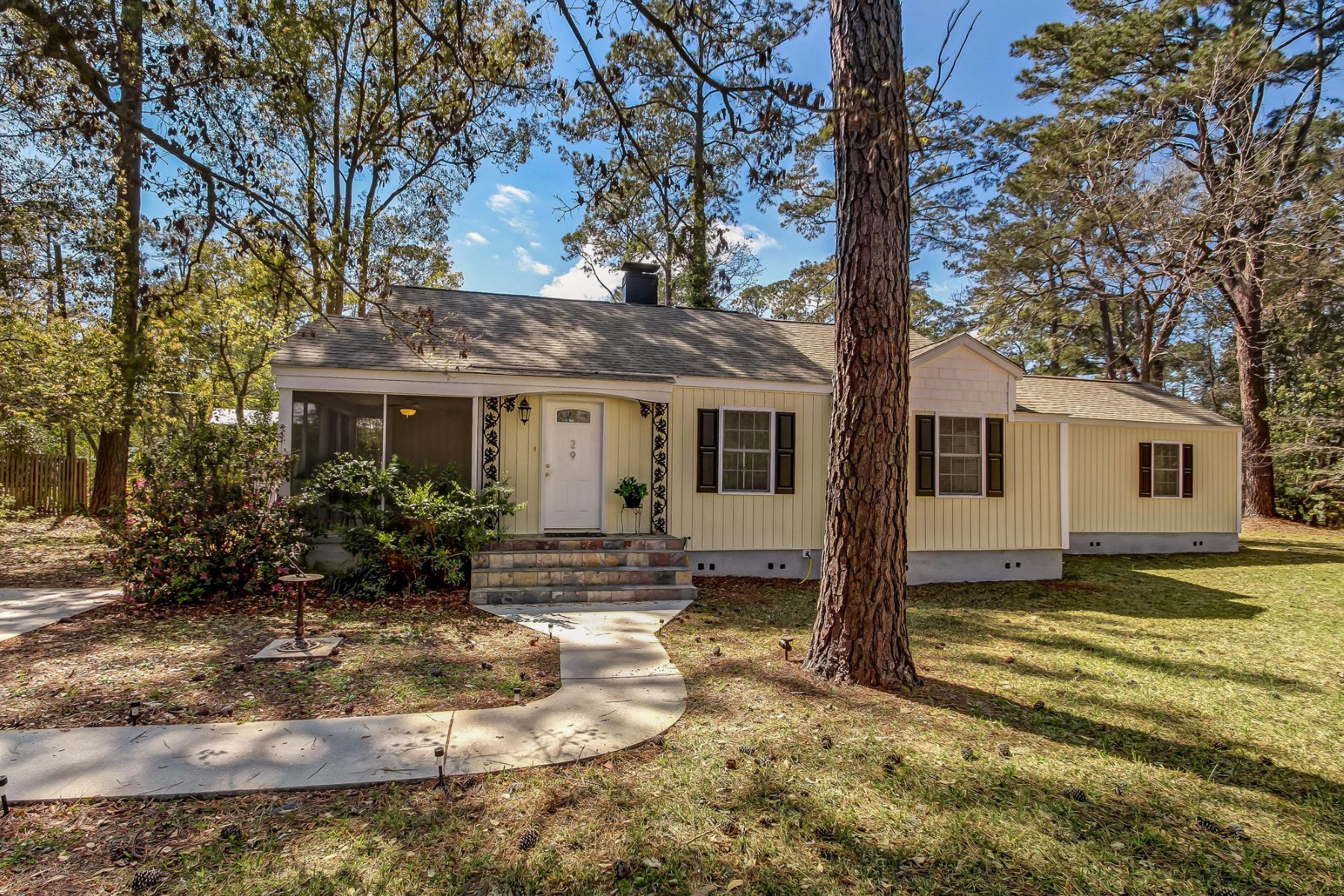 Single Family Home for Sale at 29 Nancy Place 29 Nancy Place Savannah, Georgia 31406 United States