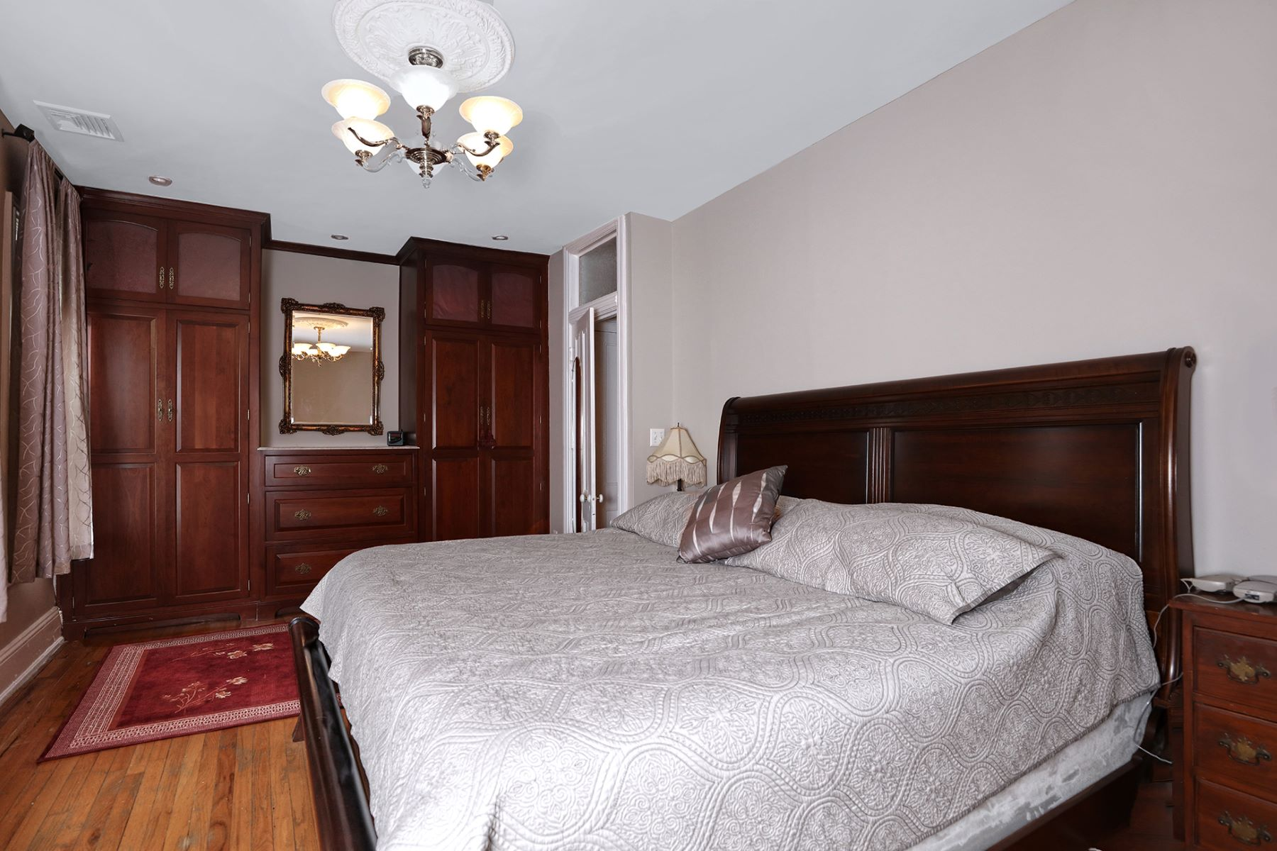 Additional photo for property listing at Full Of Welcome Features 72 Delaware Avenue, Lambertville, New Jersey 08530 United States