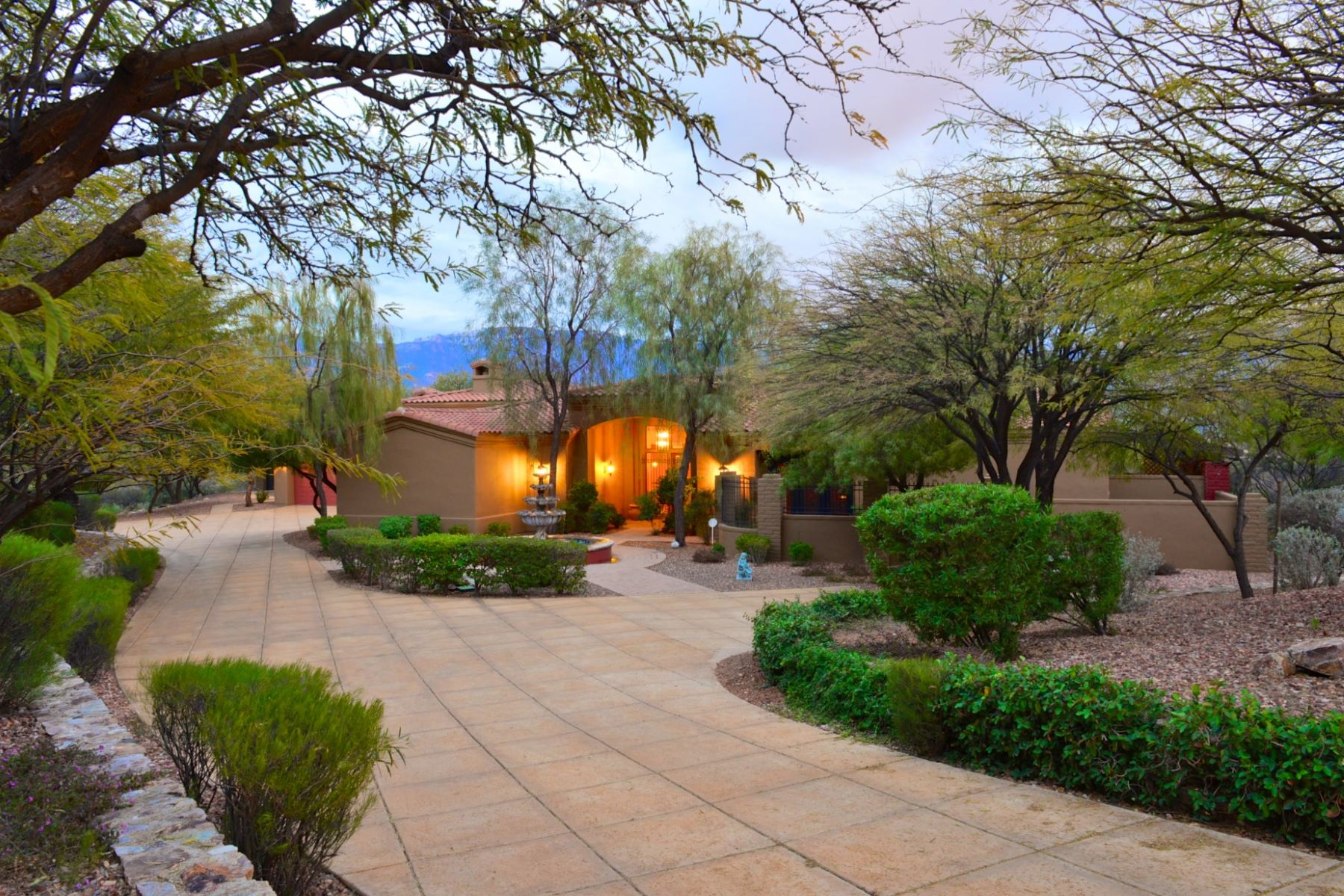 Single Family Homes for Sale at Honey Bee Ridge Estates 14564 N. Quiet Rain Drive Oro Valley, Arizona 85755 United States