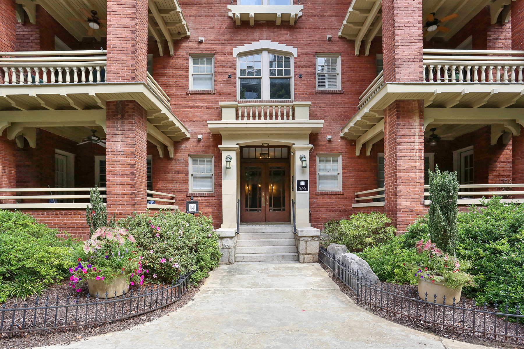 Condominium for Sale at Live directly on Piedmont Park in Historic Wilburn House 266 11th St 204 Atlanta, Georgia 30309 United States