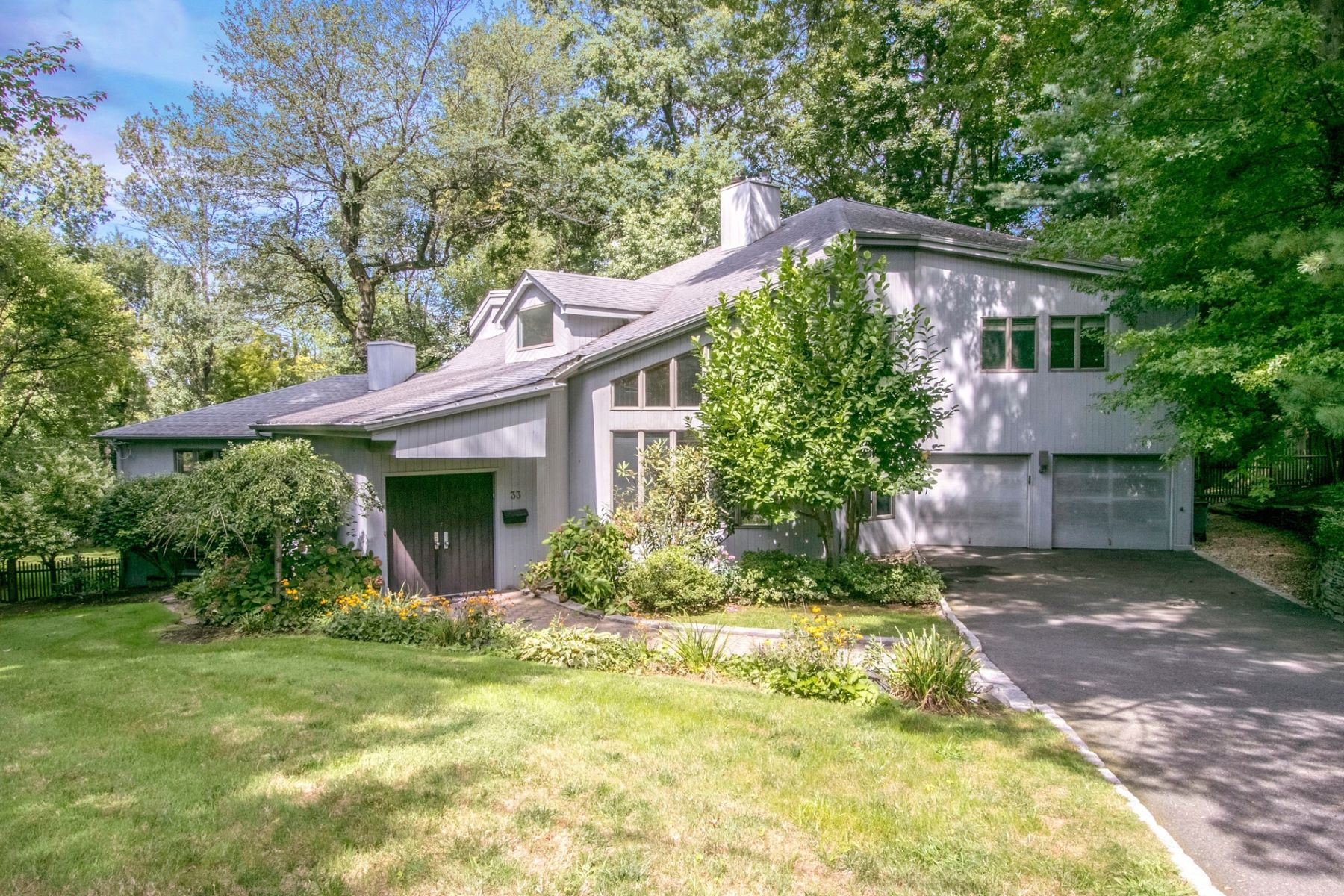 Single Family Homes for Active at Elegant Contemporary 33 Inness Road Tenafly, New Jersey 07670 United States