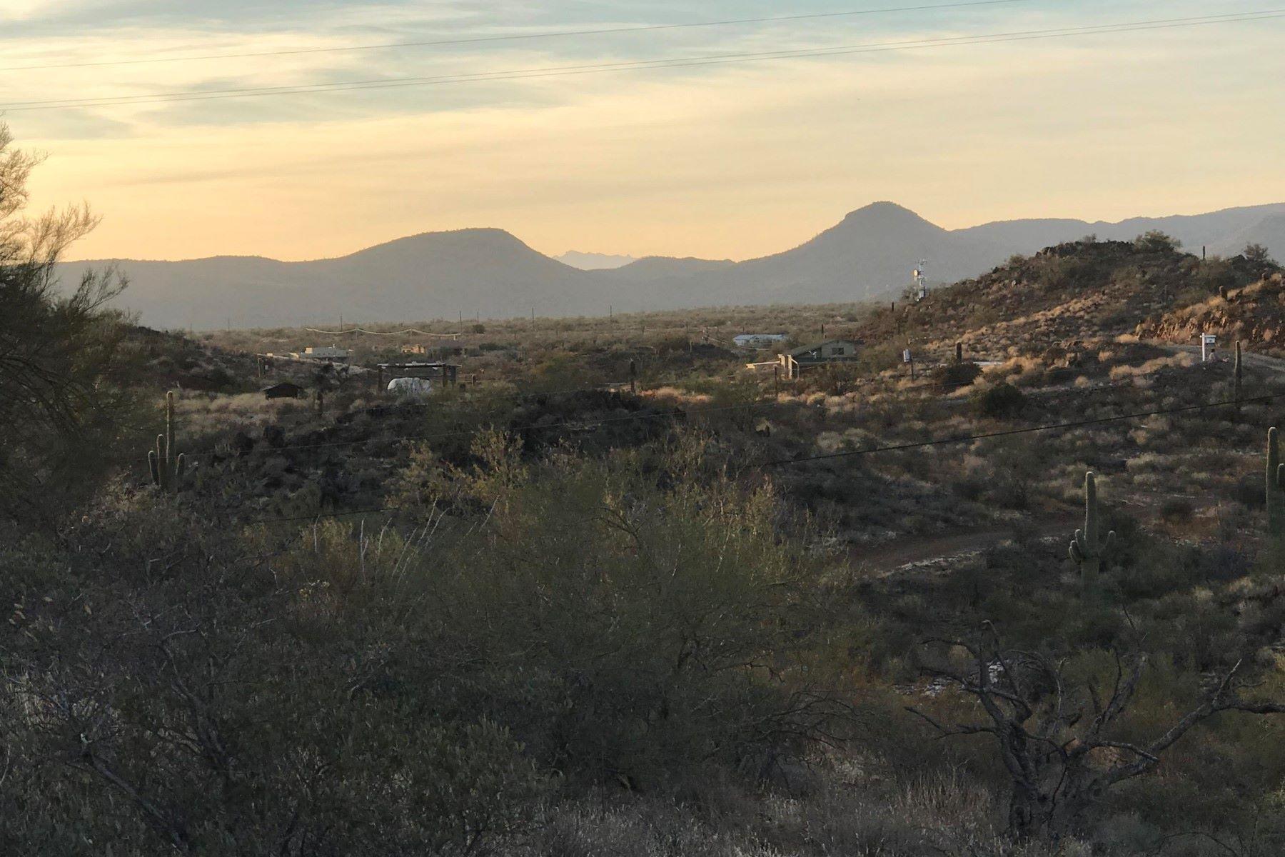 土地,用地 为 销售 在 Beautiful high desert 2.5 acres lot with amazing views 47XX3 N 37th Ave lot 31, 新河, 亚利桑那州, 85087 美国