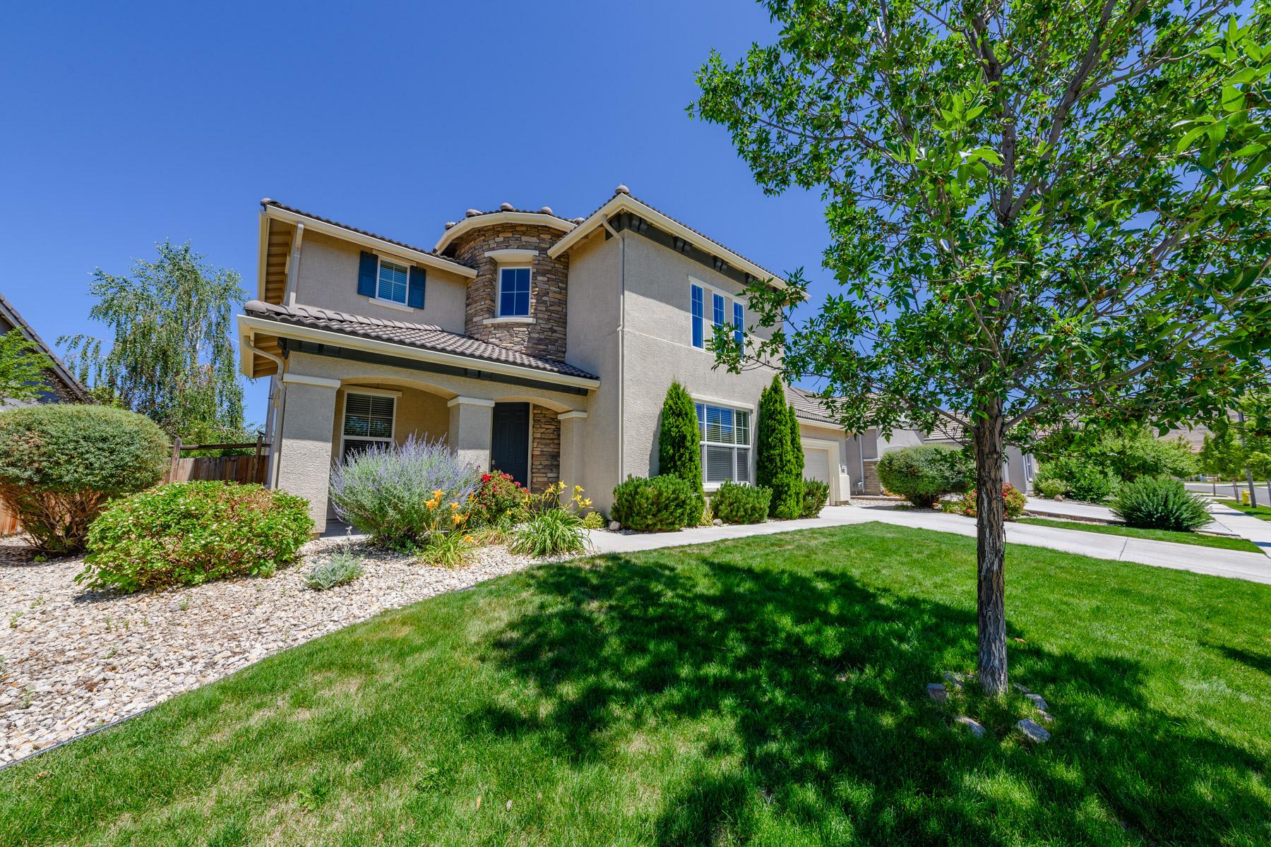 Single Family Homes 为 销售 在 6571 Voyage Drive, Sparks, NV 6571 Voyage Drive 斯帕克斯, 内华达州 89436 美国
