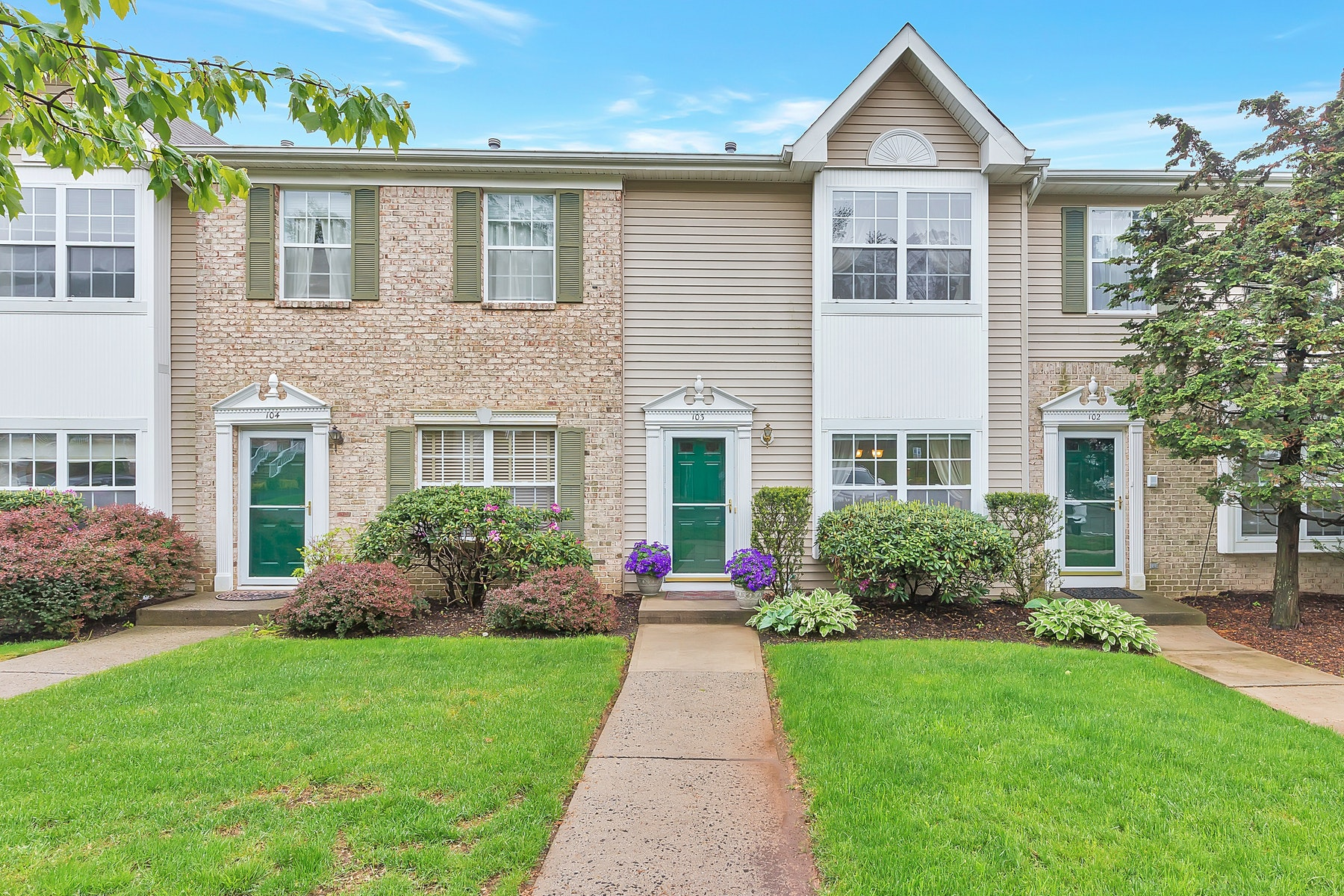 townhouses for Sale at Chic Townhome 103 Tallwood Lane Green Brook Township, New Jersey 08812 United States