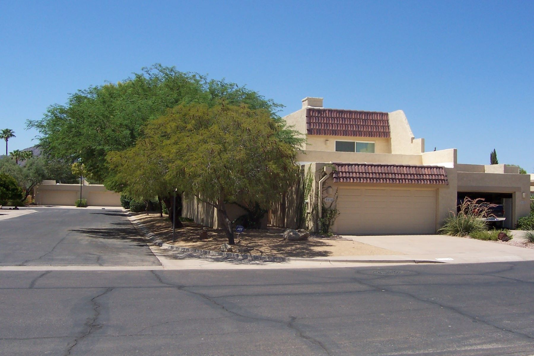 Single Family Home for Rent at Wonderful Townhome with Attached Garage 5654 N 78th Way Scottsdale, Arizona 85250 United States