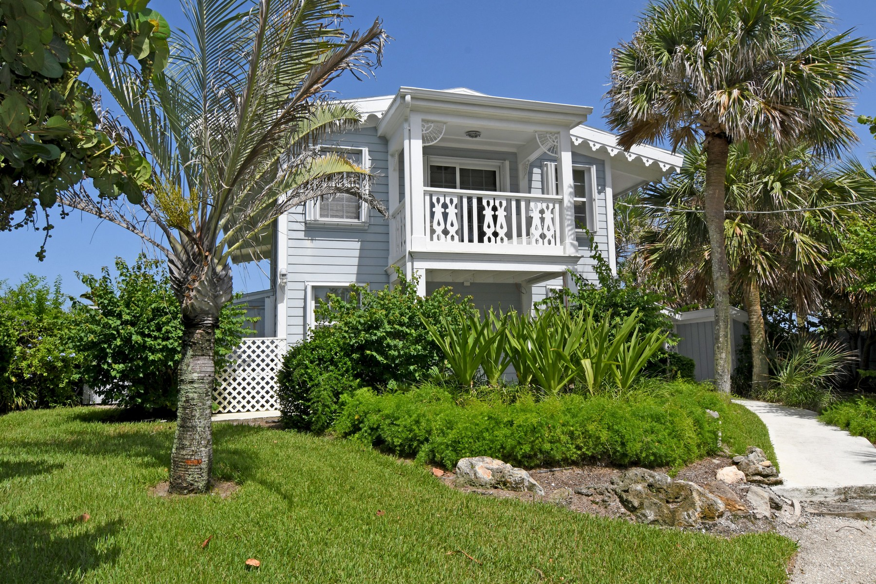 Vivienda unifamiliar por un Venta en Magnificent Key West Style Cottage 1801 E Barefoot Place, Vero Beach, Florida, 32963 Estados Unidos