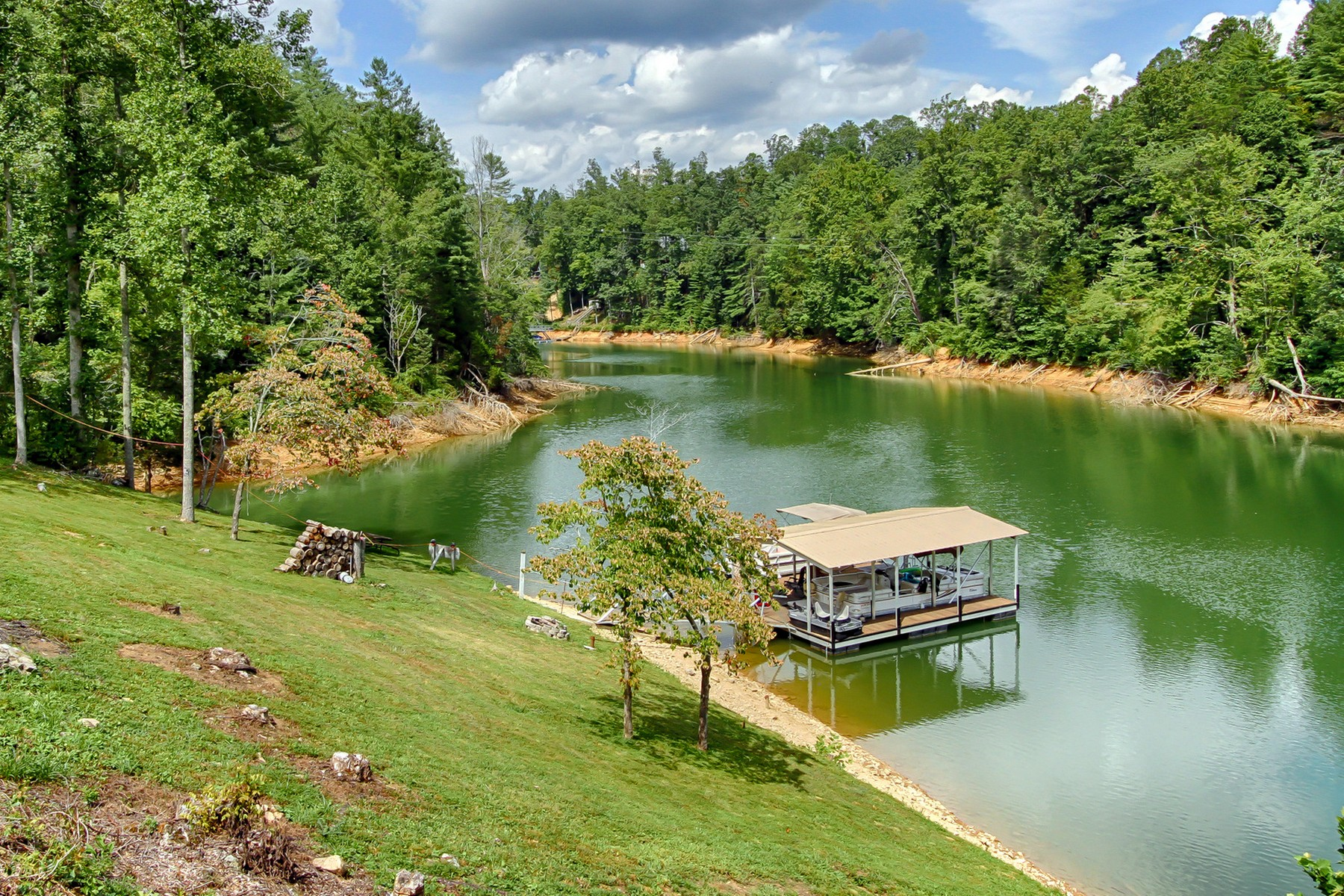 Additional photo for property listing at Lake Front Living on Your Private Cove 3233 Dry Hill Road Butler, Tennessee 37640 Estados Unidos