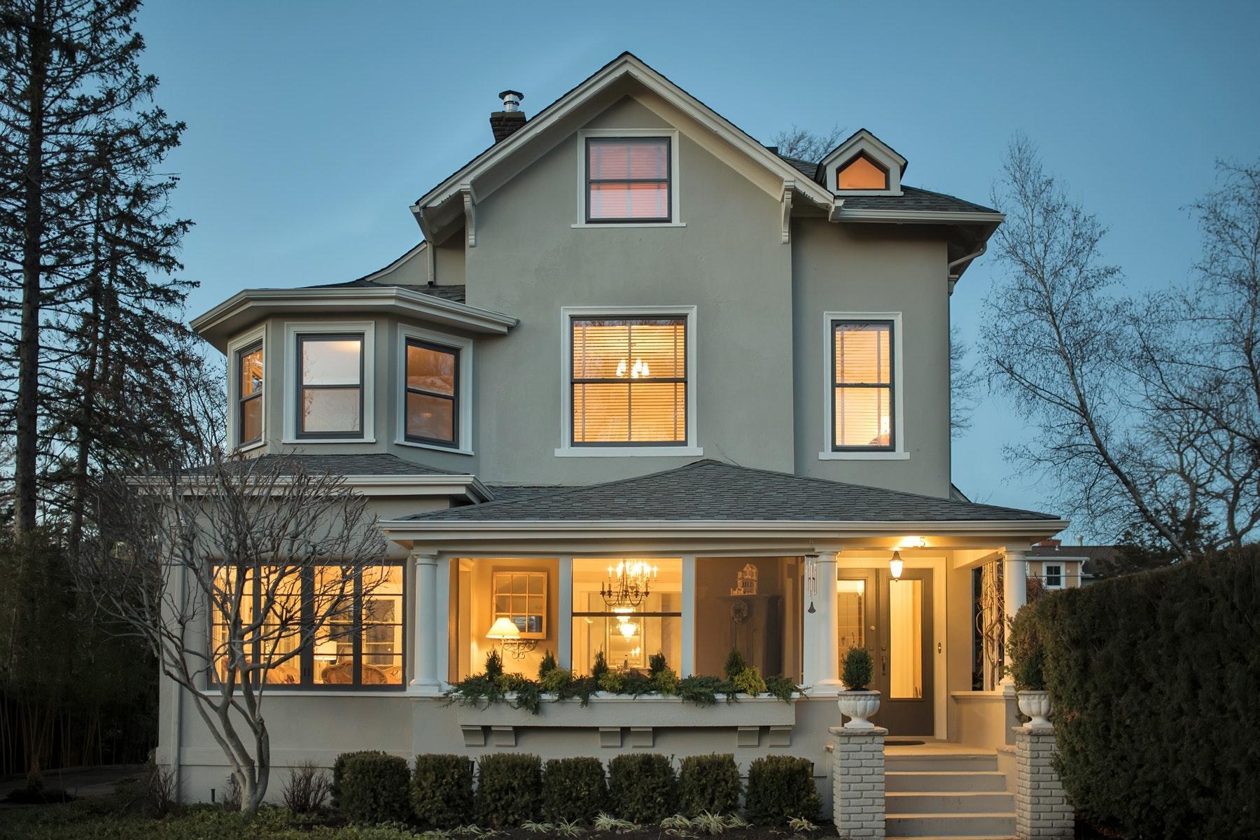 Maison unifamiliale pour l Vente à Exceptional Colonial with Victorian Details 25 Plymouth Street, Montclair, New Jersey, 07042 États-Unis