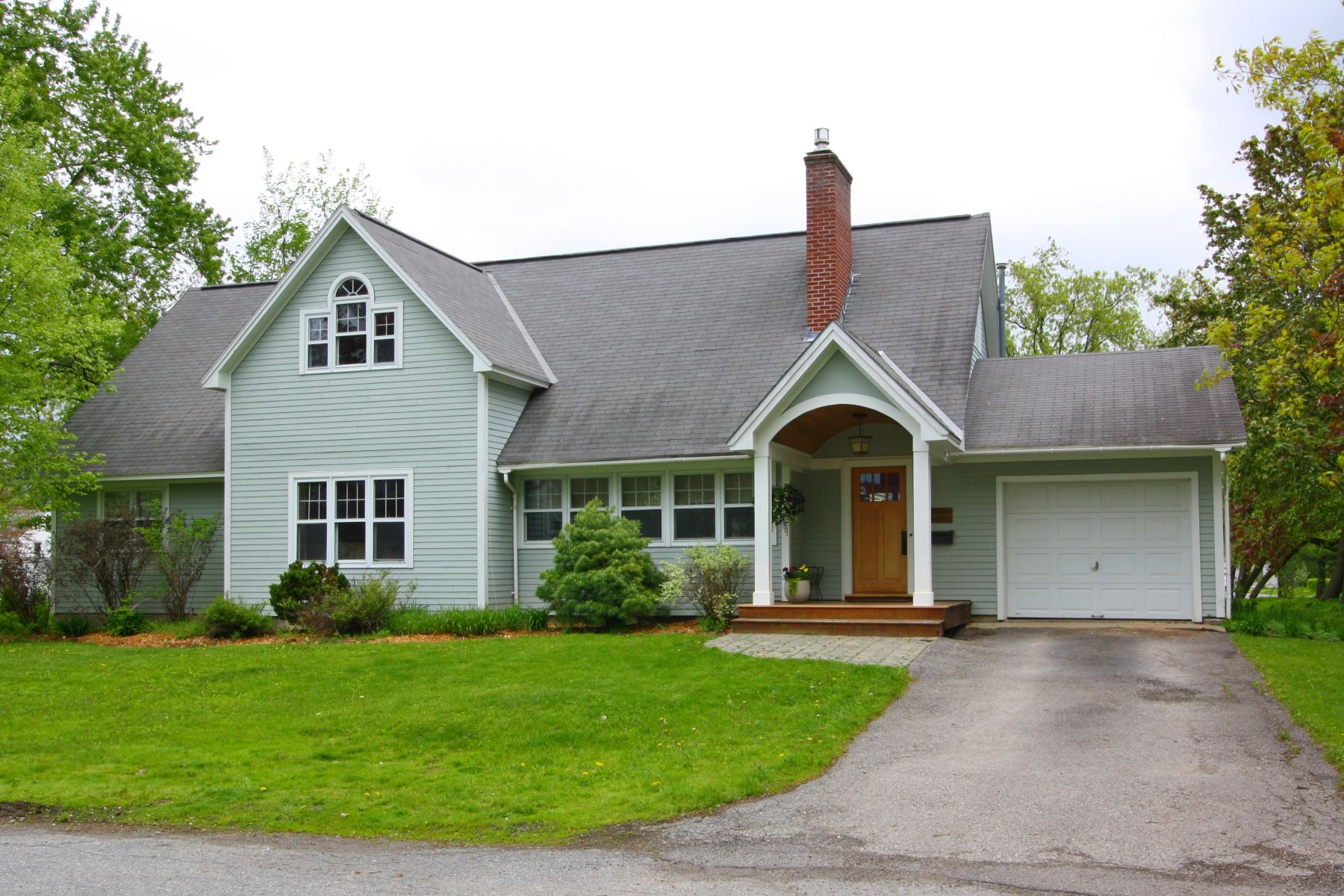 Single Family Homes for Sale at 197 Chipman Park, Middlebury 197 Chipman Park Middlebury, Vermont 05753 United States