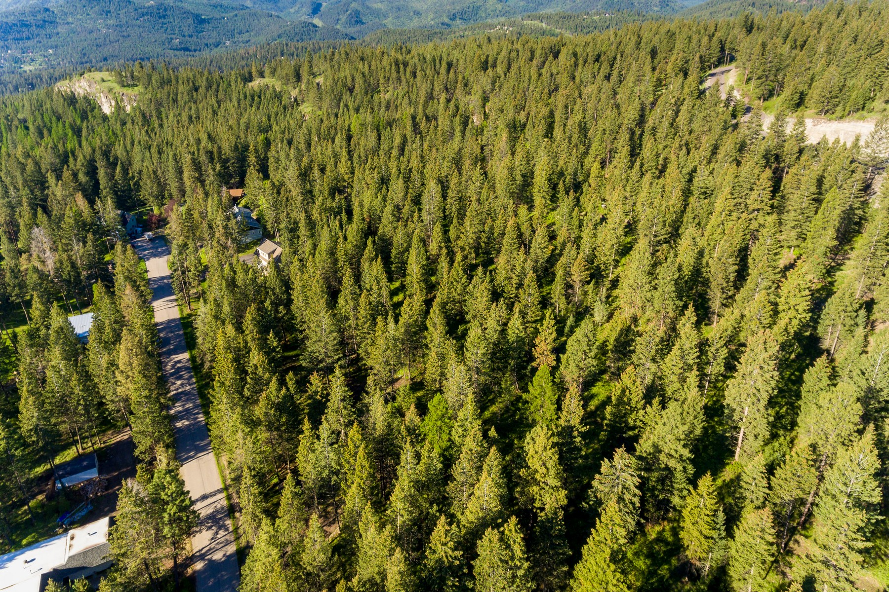 Additional photo for property listing at 110 Grandview Terr , Lakeside, MT 59922 110  Grandview Terr Lakeside, Montana 59922 United States