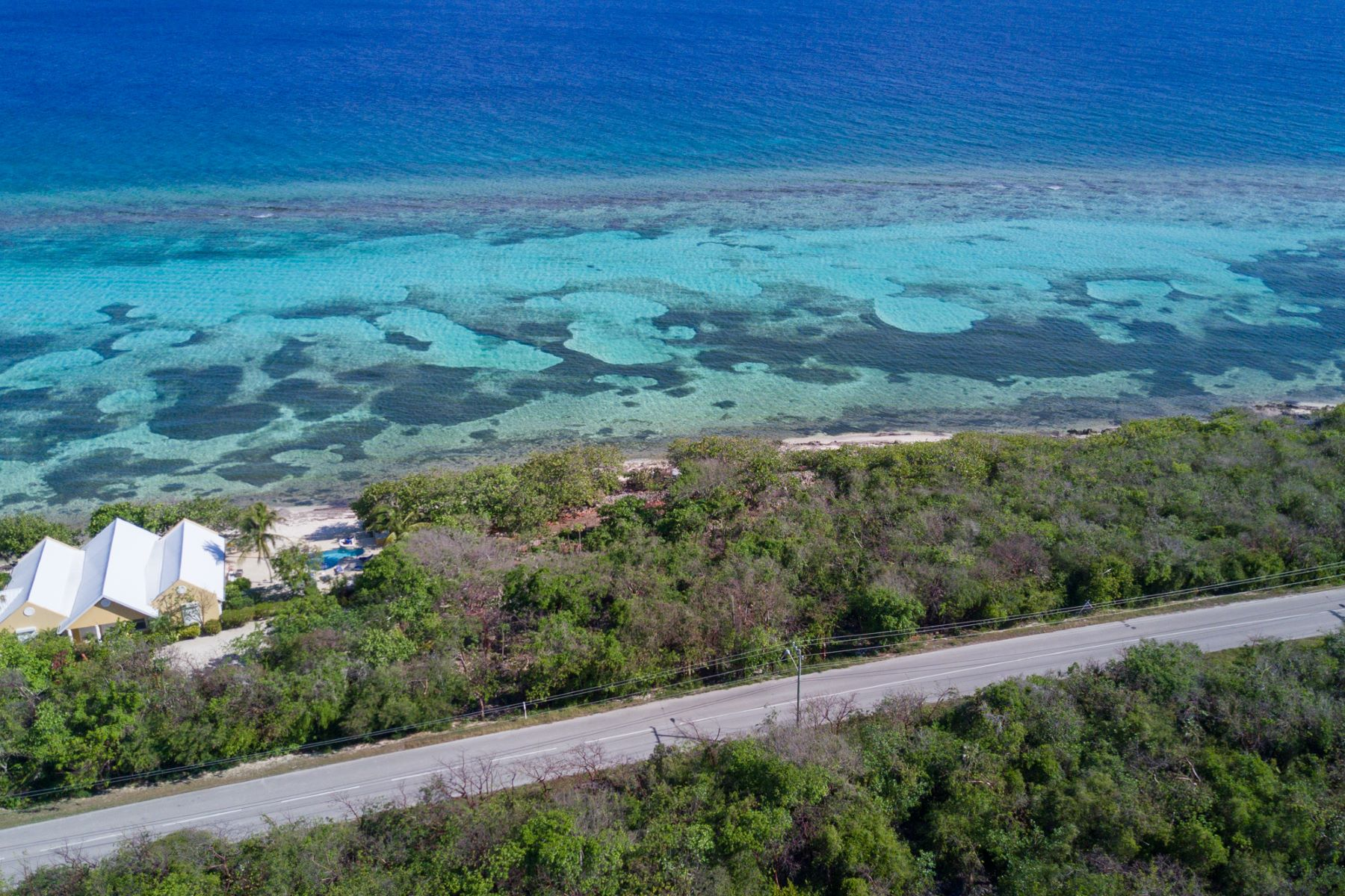 Additional photo for property listing at Ocean front Land, Queen's Highway 东区, 大开曼岛 开曼群岛