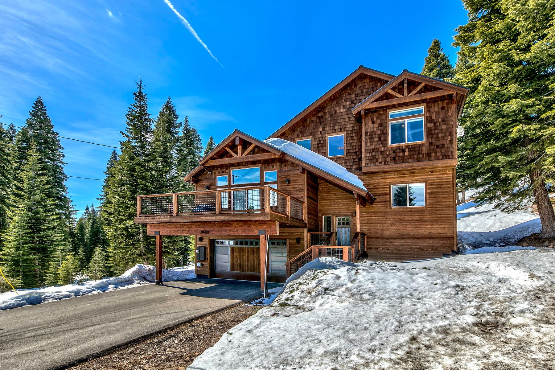 Single Family Homes 为 销售 在 Magnificent Tahoe Donner Home 14204 Skislope Way 特拉基, 加利福尼亚州 96161 美国