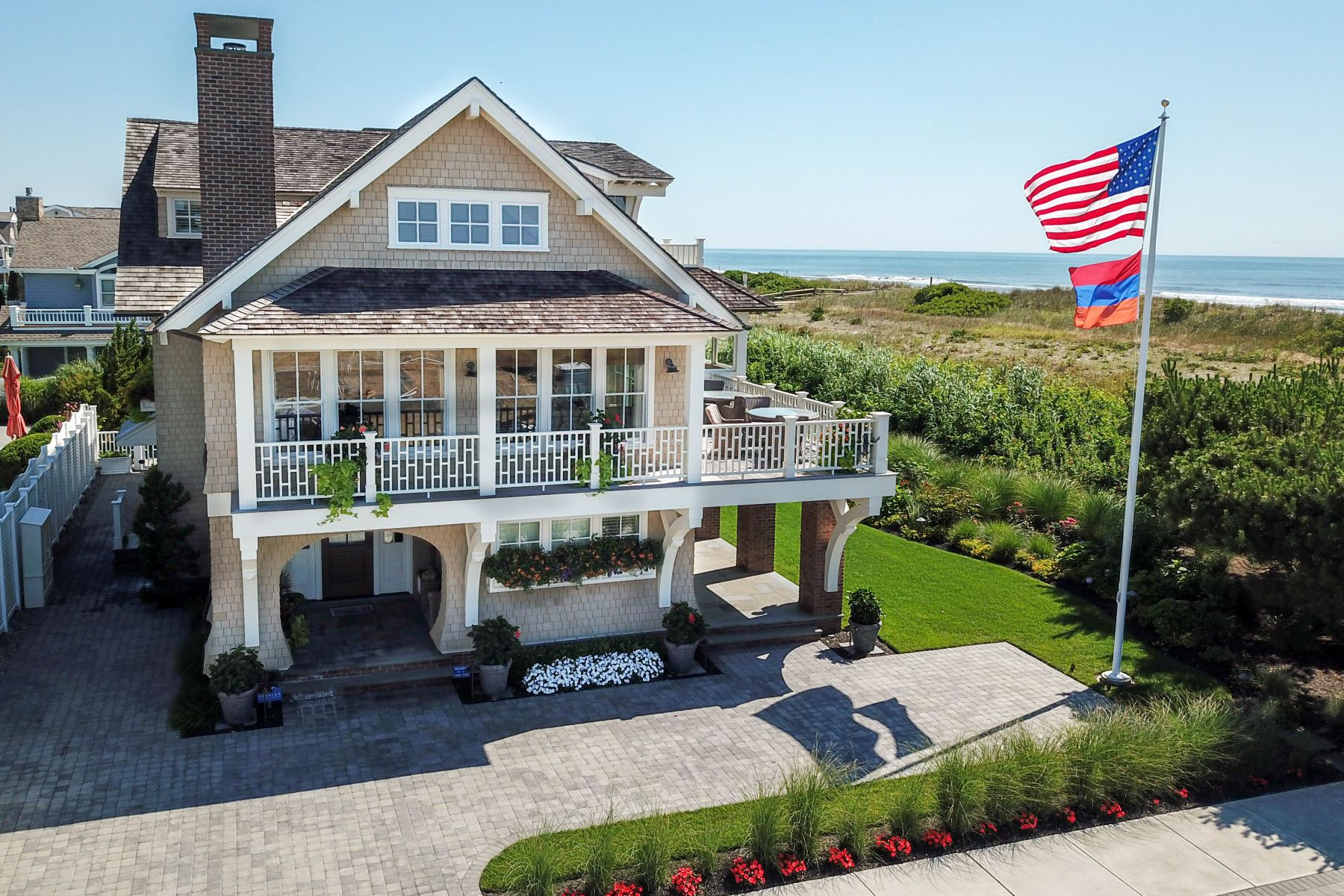 Single Family Homes للـ Sale في Captivating Oceanfront 93 E 17th Street, Avalon, New Jersey 08202 United States