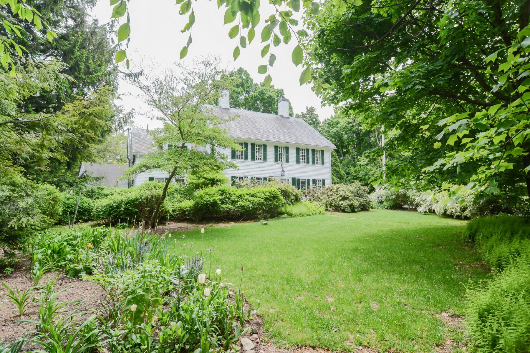 Single Family Homes for Sale at 2 Hildreth Street, Westford 2 Hildreth St Westford, Massachusetts 01886 United States