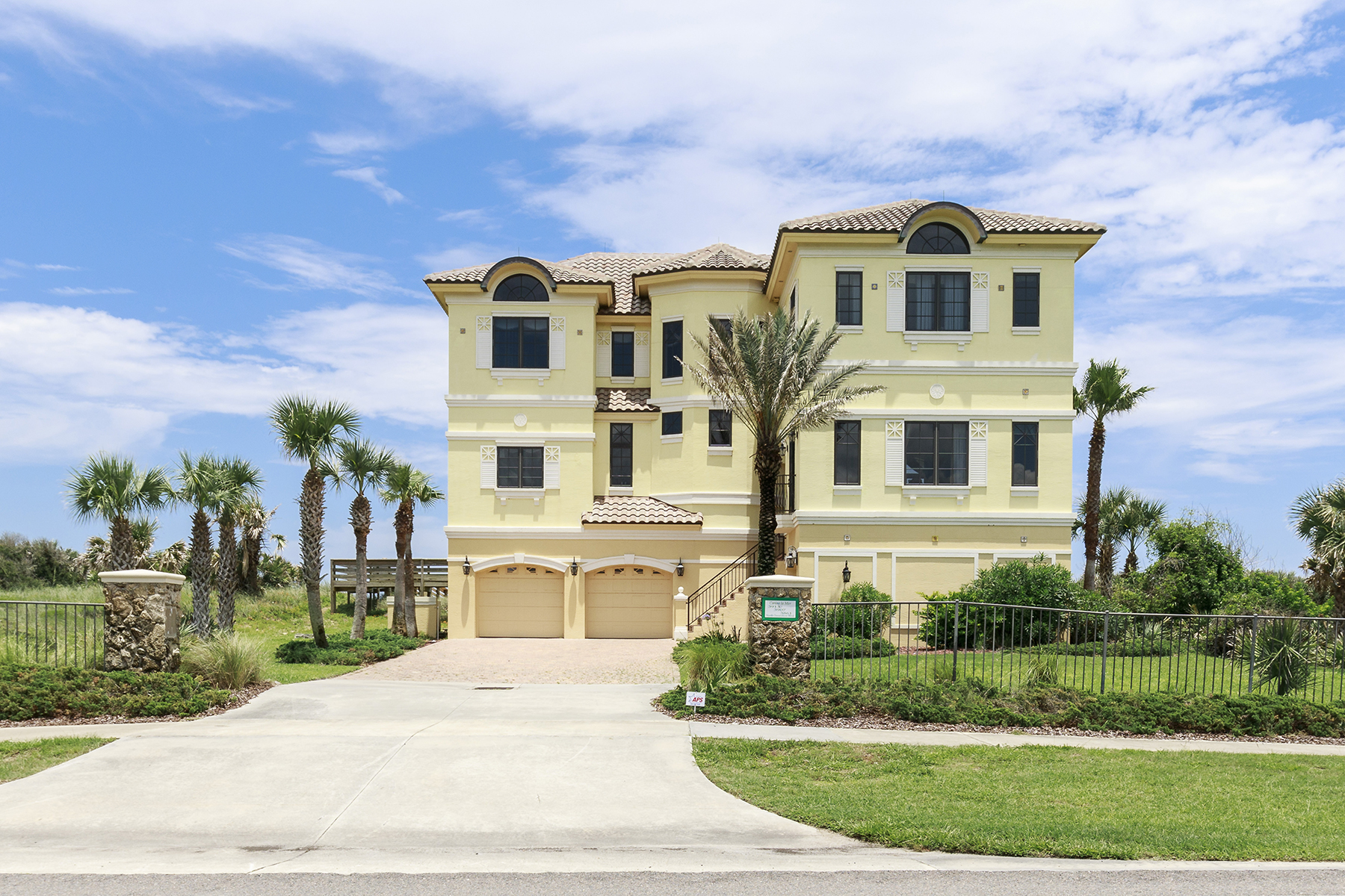 Maison unifamiliale pour l Vente à 3907 N Ocean Shore Blvd , Palm Coast, FL 32137 3907 N Ocean Shore Blvd Palm Coast, Florida 32137 États-Unis