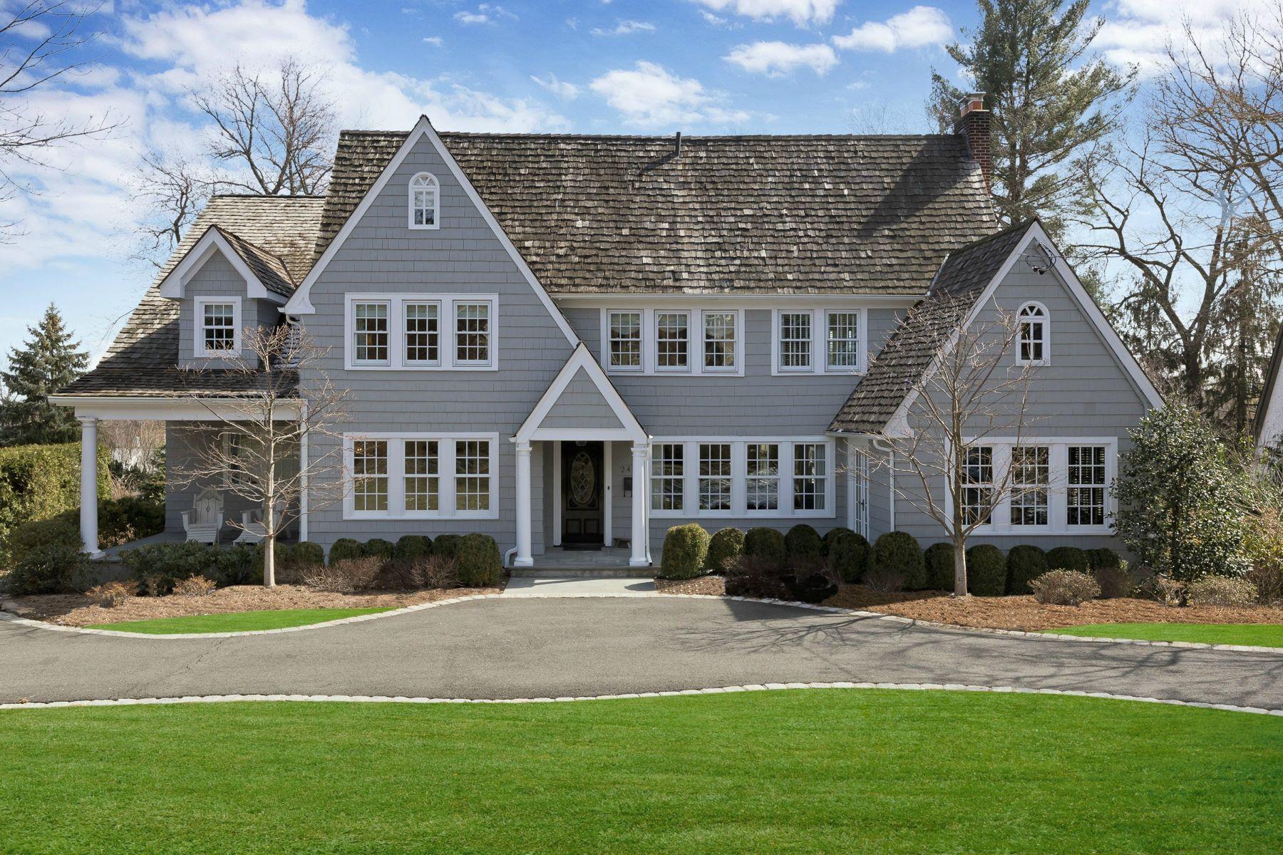 Частный односемейный дом для того Продажа на Dream No Further...Hampton's Style and Sophistication Abound... 241 Highland Avenue Ridgewood, 07450 Соединенные Штаты