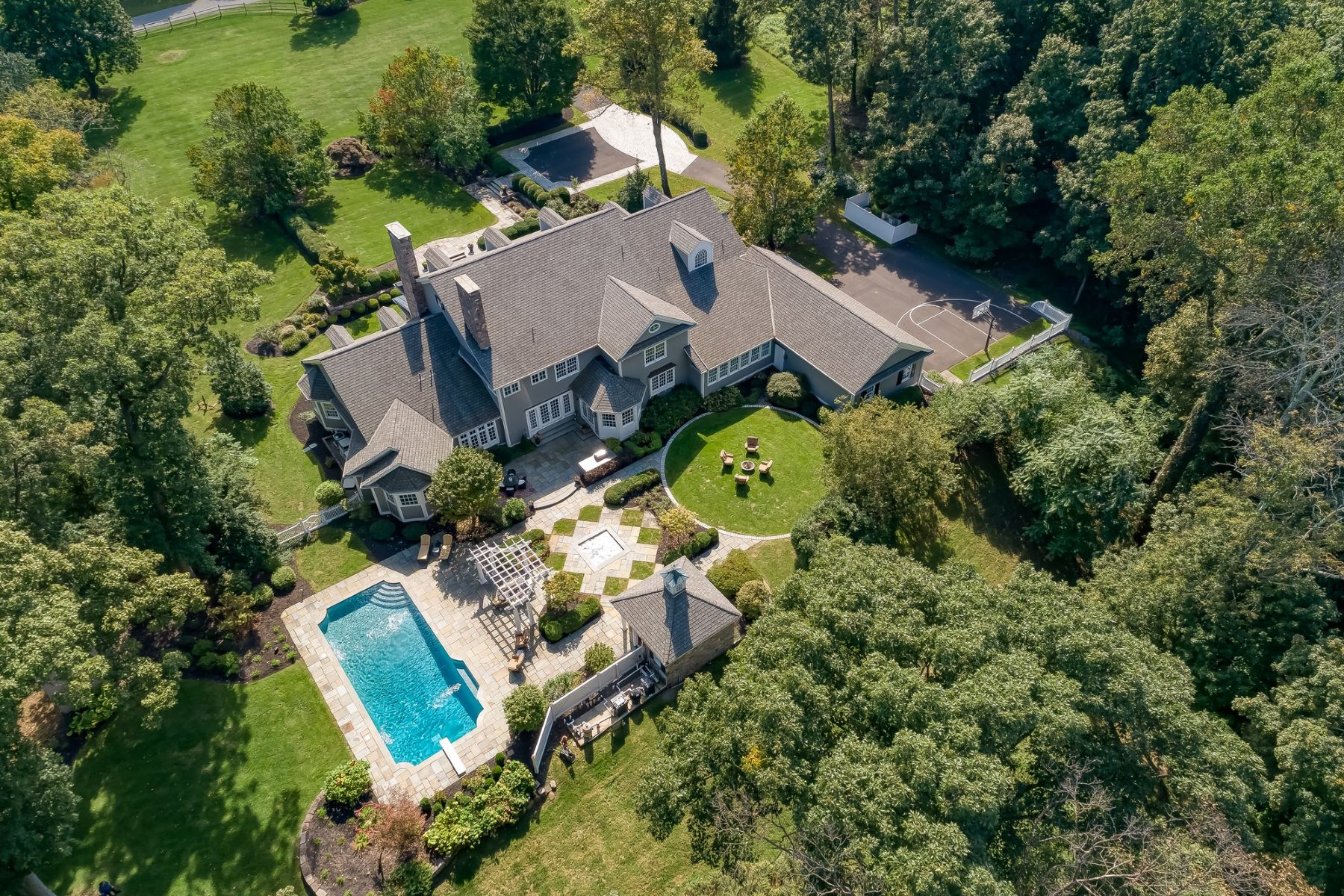 Single Family Homes por un Venta en Gorgeous Custom Home 2 Sherwood Farm Road Far Hills, Nueva Jersey 07931 Estados Unidos