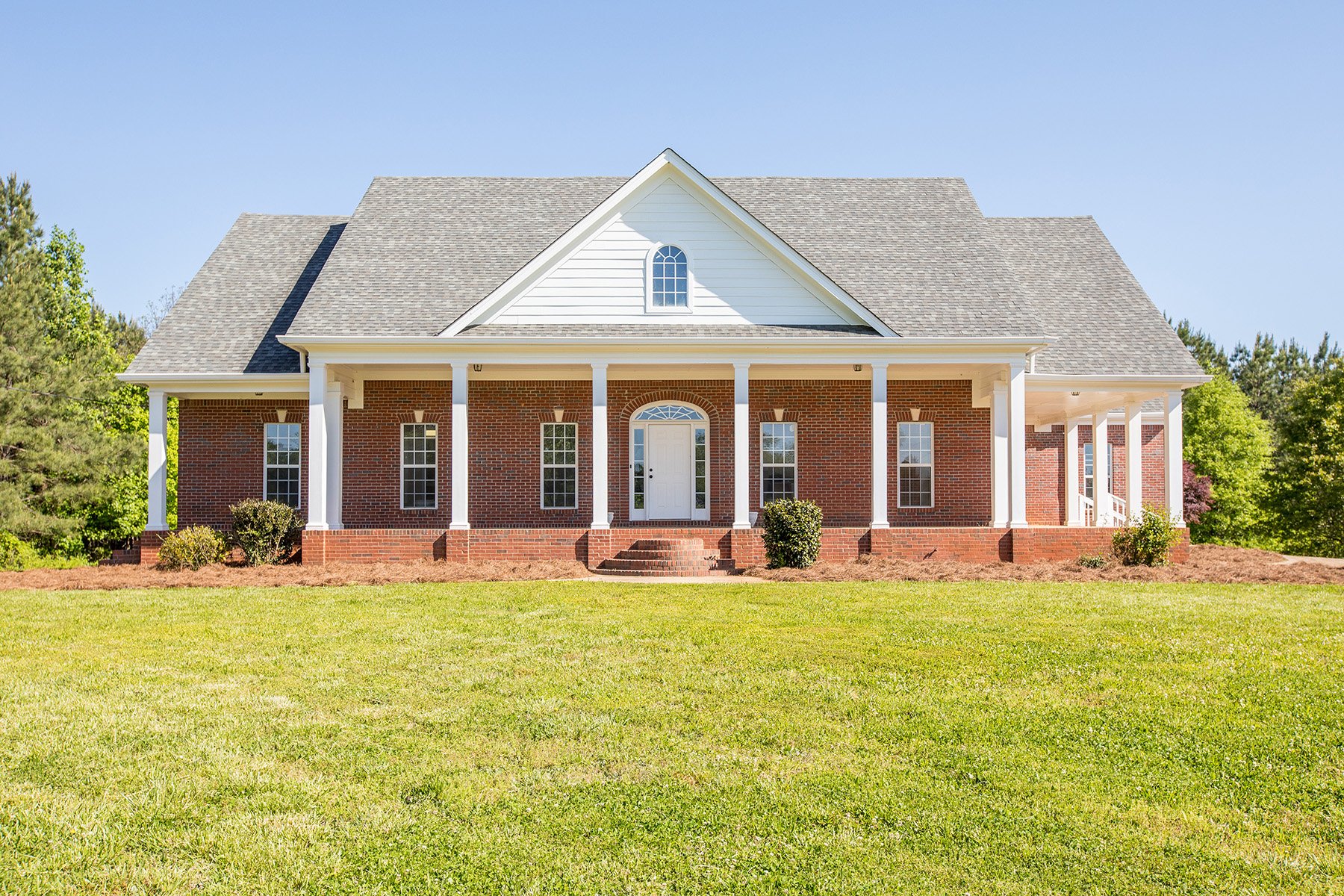 Villa per Vendita alle ore Custom Designed Brick Ranch That You Will Call Home! 3280 Highway 59 Lavonia, Georgia 30553 Stati Uniti